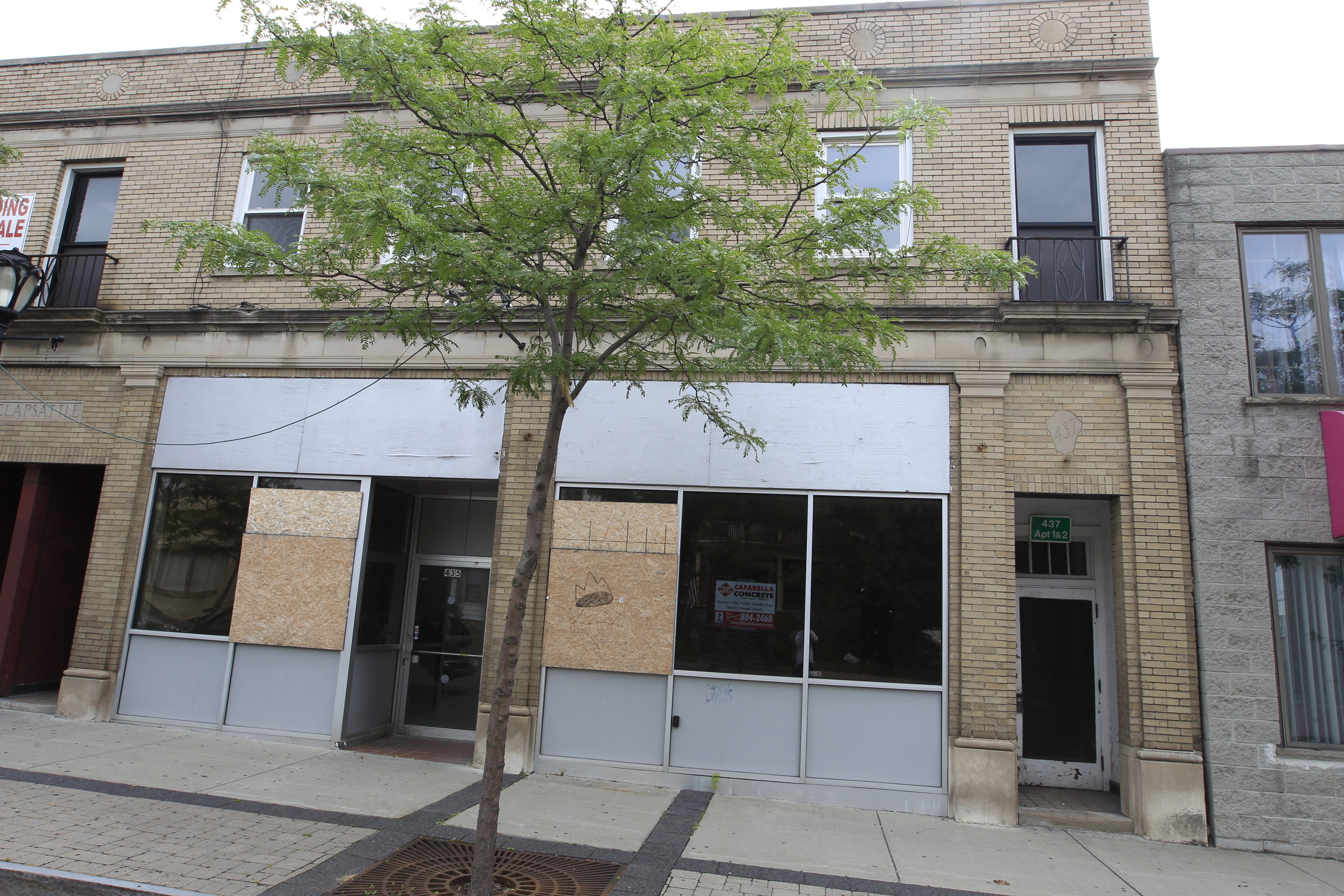 Cataract Development Corp. will renovate 435 and 437 Third St. to add eight market-rate apartments. The building also houses the Third Street Tap Room.