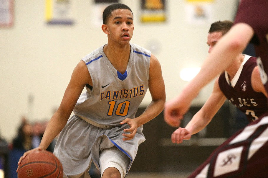 Howard Washington in action for Canisius last season as a sophomore. He will transfer to Montverde (Fla.) this fall.  (Robert Kirkham/Buffalo News)