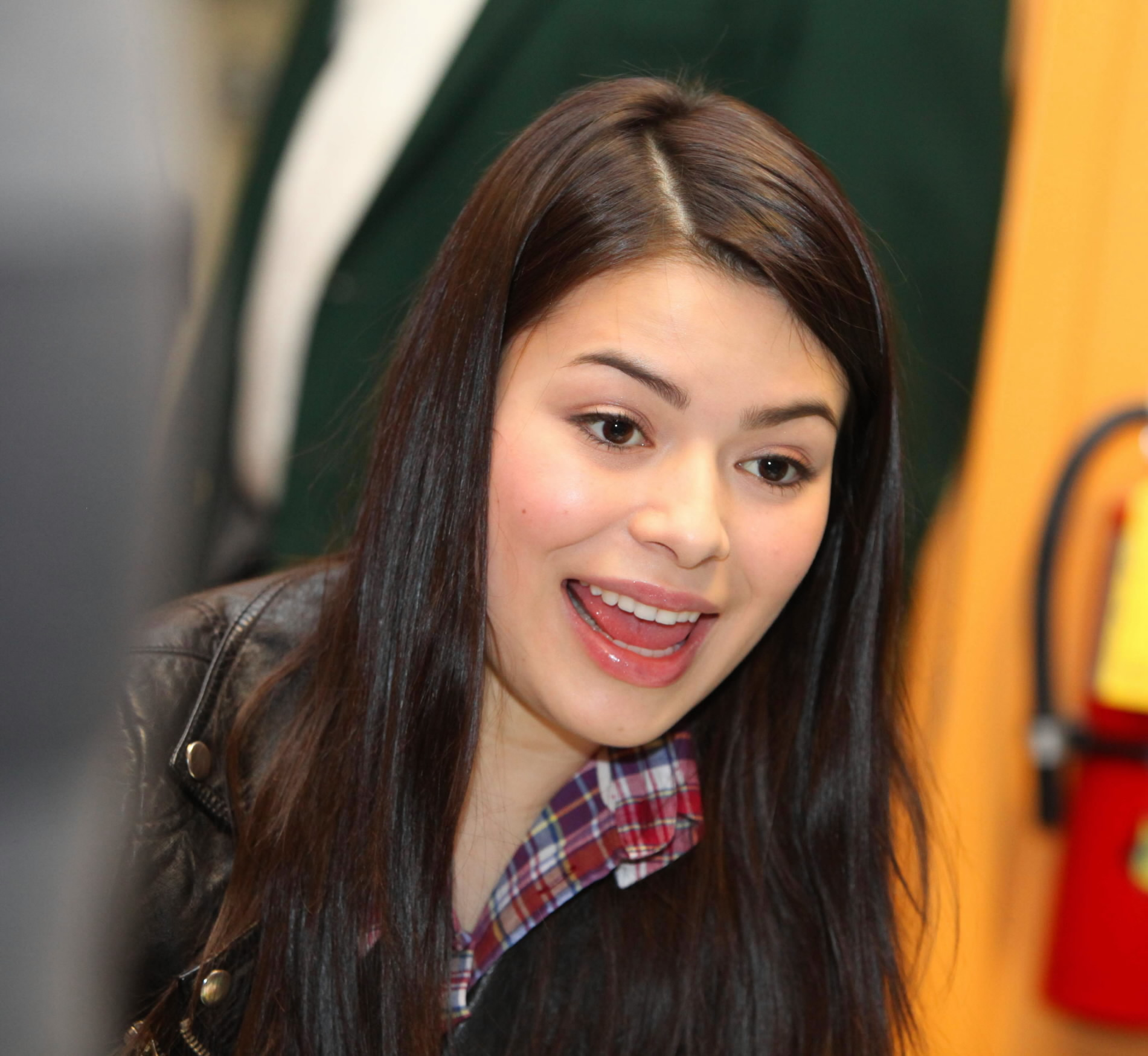 """Star of Nickelodeon's hit series, """"iCarly,"""" comes to Boulevard Mall"""