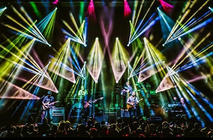 Umphrey's McGee, with Dopapod, perform at the Rapids Theatre in Niagara Falls on Thursday.