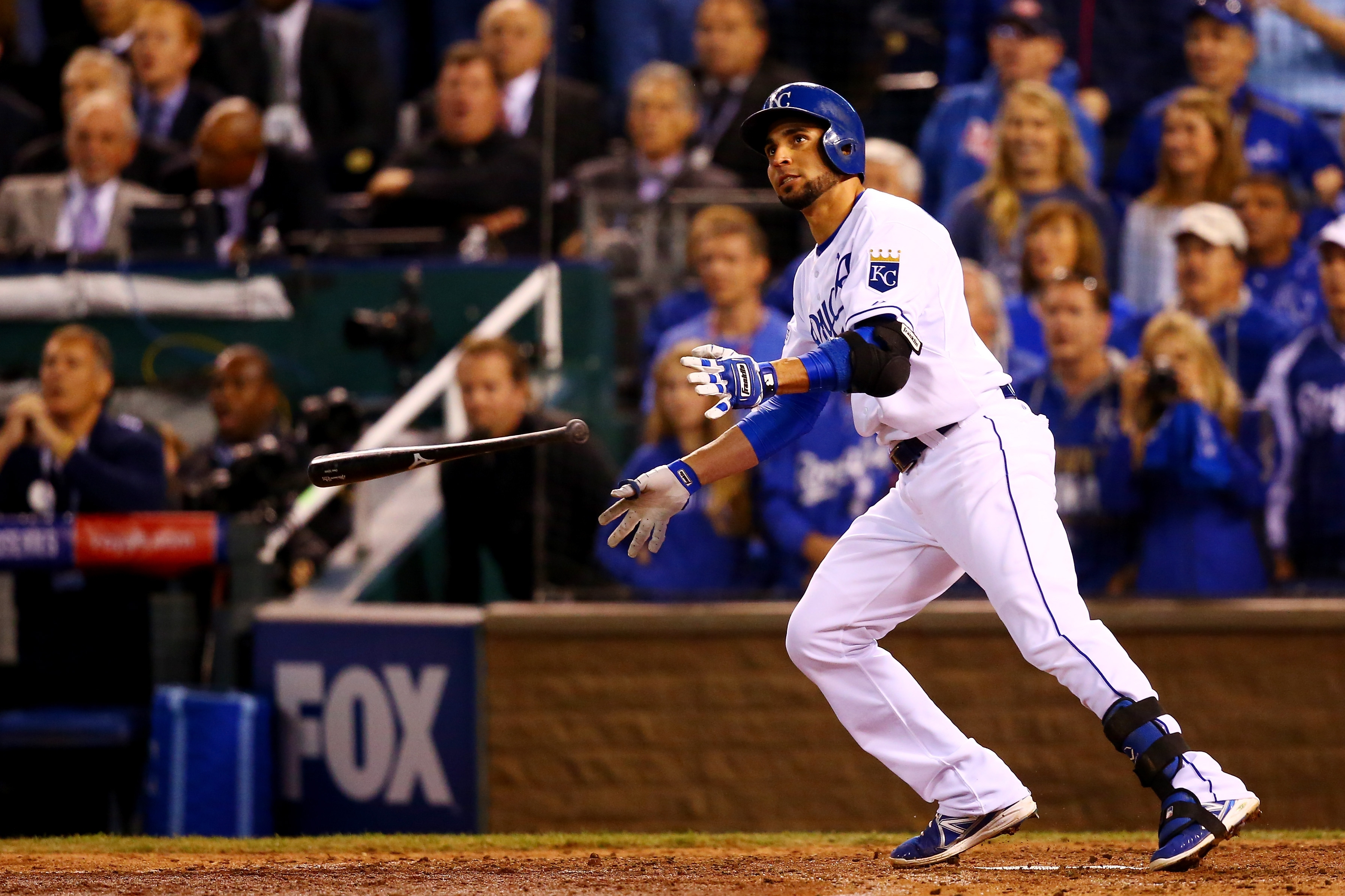 Omar Infante's home run helped the Royals tie the World Series, 1-1.