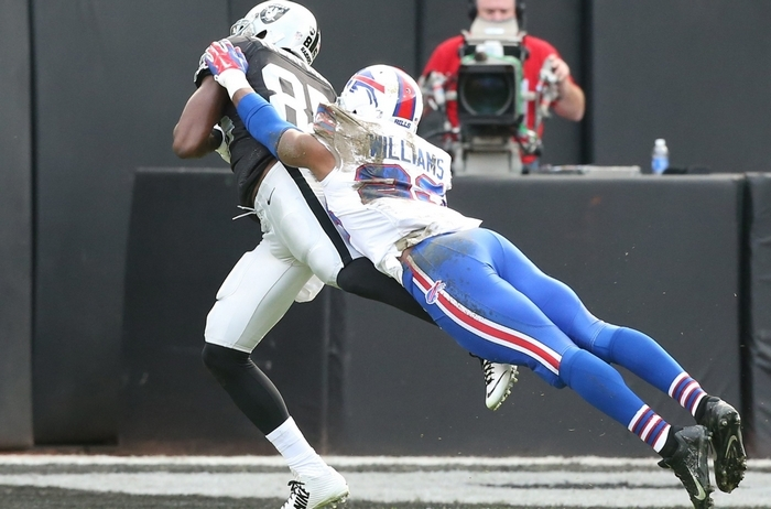 Raiders receiver Kenbrell Thompkins beats Bills safety Aaron Williams on a 50-yard reception in the first quarter. (James P. McCoy/Buffalo News)