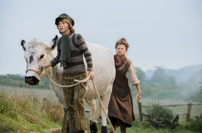 Classic fairy tales like þÄúJack and the BeanstalkþÄù are showcased with a modern twist in þÄúInto the Woods,þÄù which stars Daniel Huttlestone as Jack and Tracey Ullman as his mother. In theaters Dec. 25, 2014. Photo by: Peter Mountain. ¬© 2014 Disney Enterprises, Inc. All Rights Reserved.