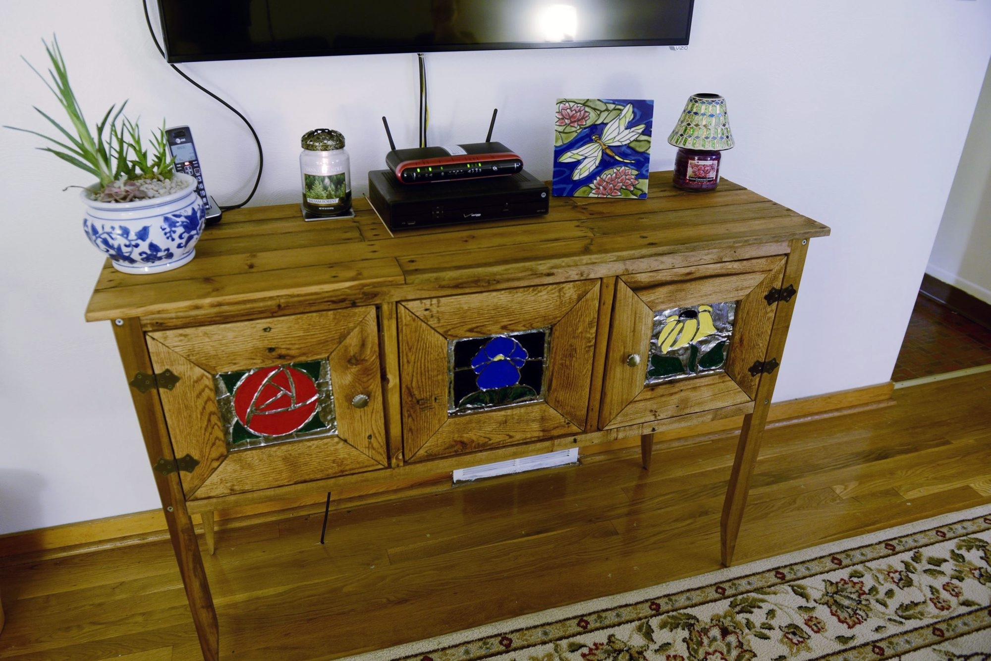The Internet has allowed people around the world to share ideas for pallet projects. Dr. Alex Yergiyev, a pathologist at University of Pittsburgh Medical Center, made this buffet.