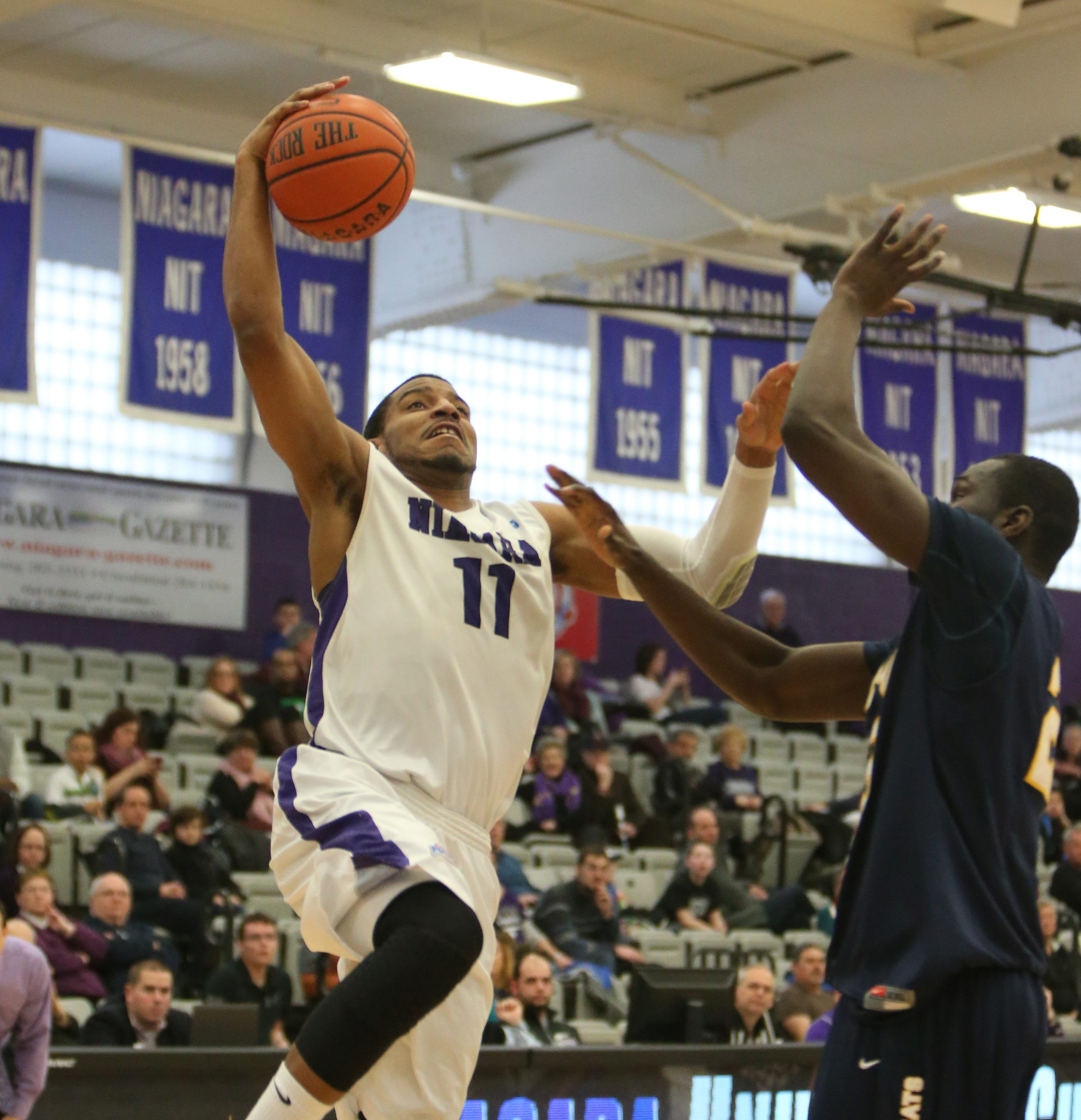 Ramone Snowden and Niagara close out the regular season at home on Sunday.
