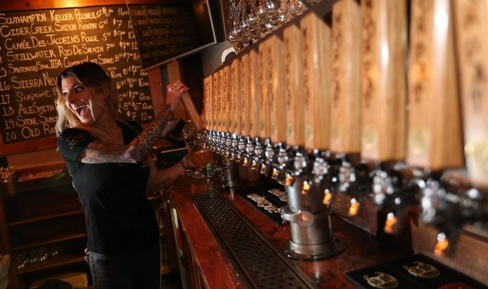 General manager Jacque Parry pours one of the 20 beers on tap in Moor Pat. (Sharon Cantillon/Buffalo News)