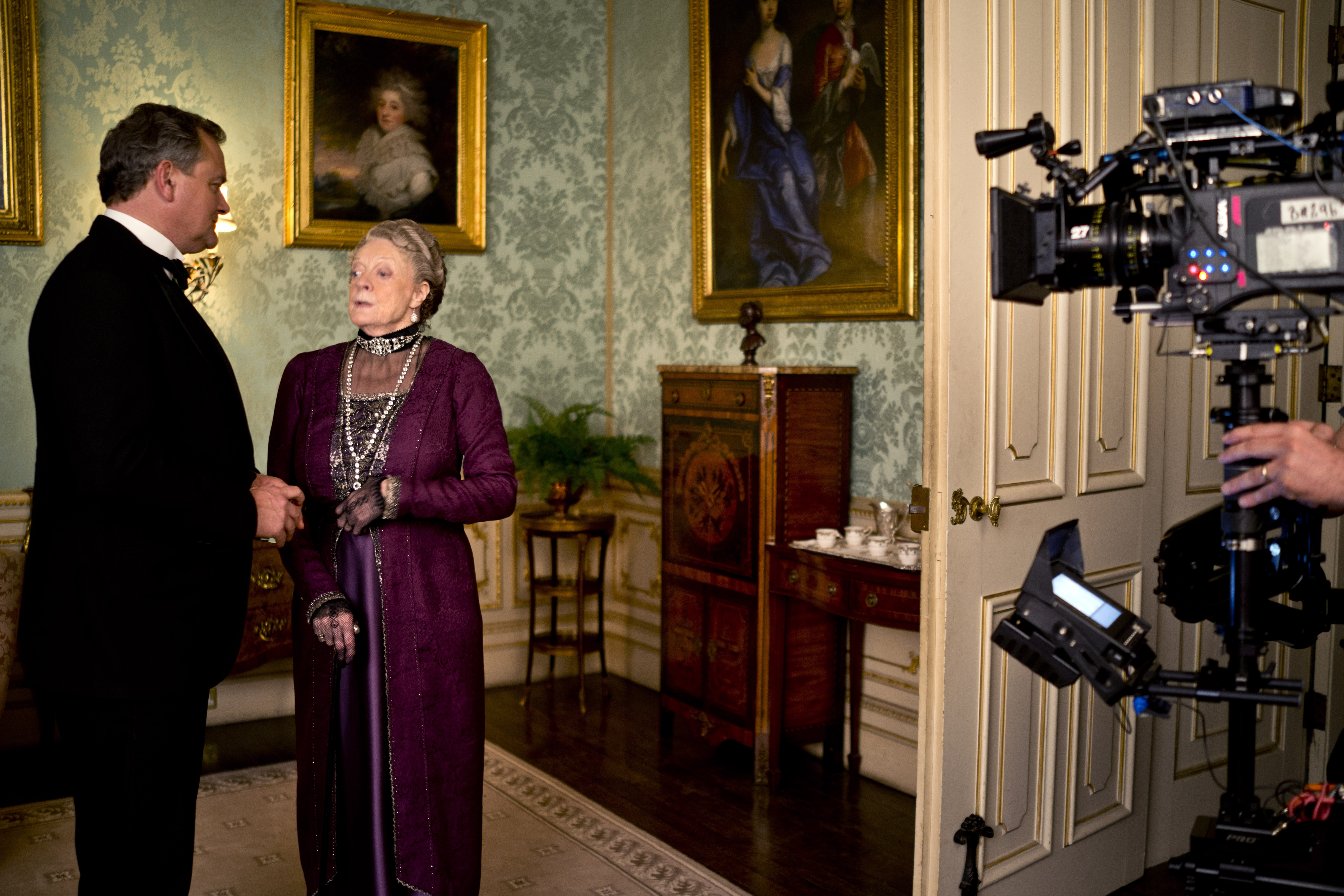 "Maggie Smith, on set of ""Downton Abbey,"" knew the end was near."
