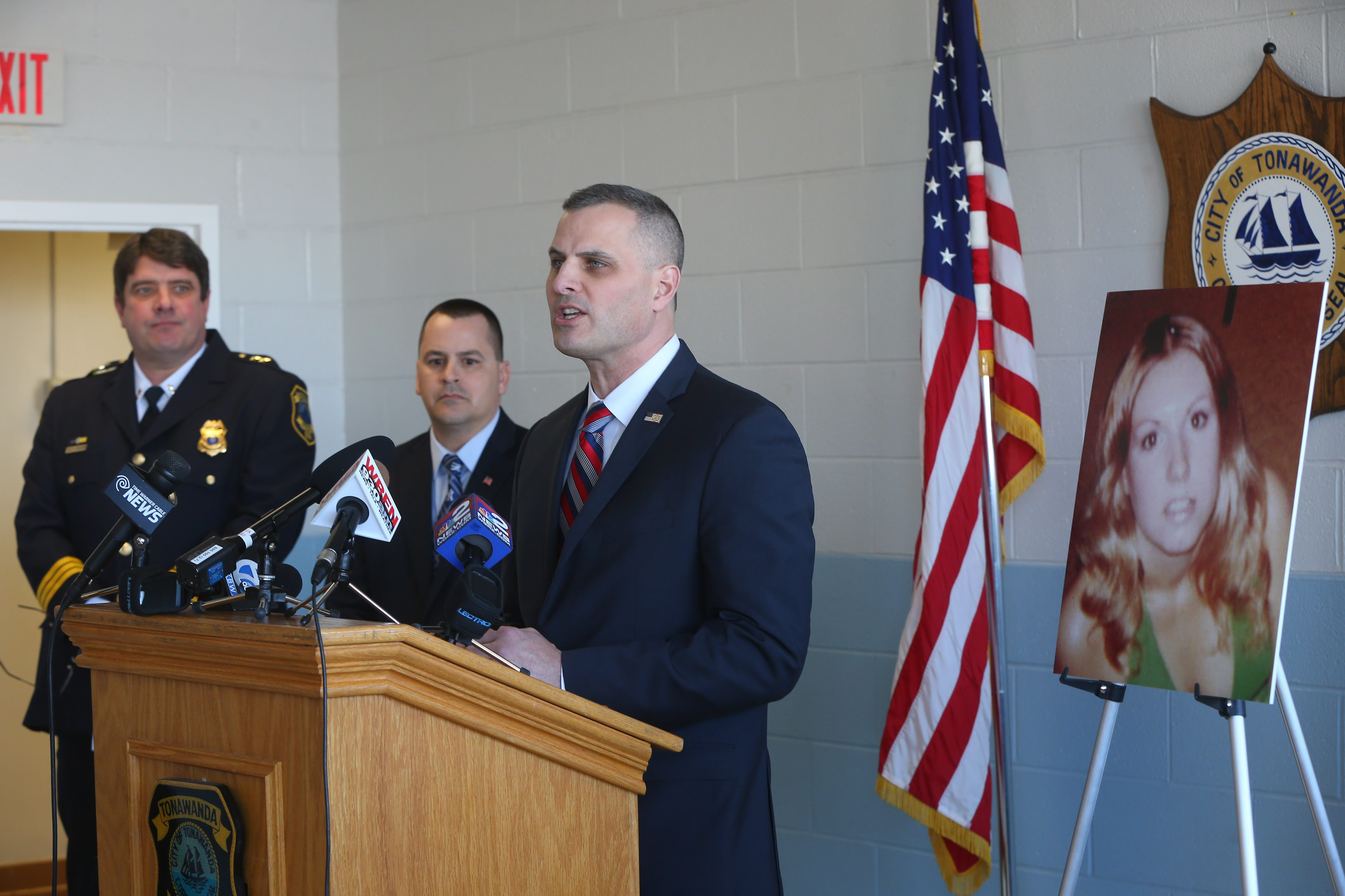 Brian Boetig, head of FBI office in Buffalo, speaks at news conference, joined by Tonawanda Police Chief William Strassburg, left, and Mayor Rick Davis.