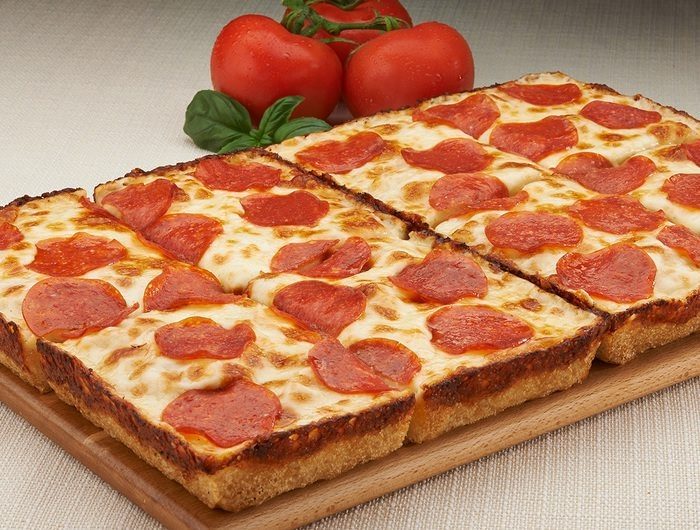 Jet's Pizza, a Detroit-based restaurant chain that specializes in square, deep-dish pizza, received the go-ahead from the Buffalo Planning Board to open a restaurant at the former site of a Super Cuts salon on Delaware Avenue in North Buffalo.