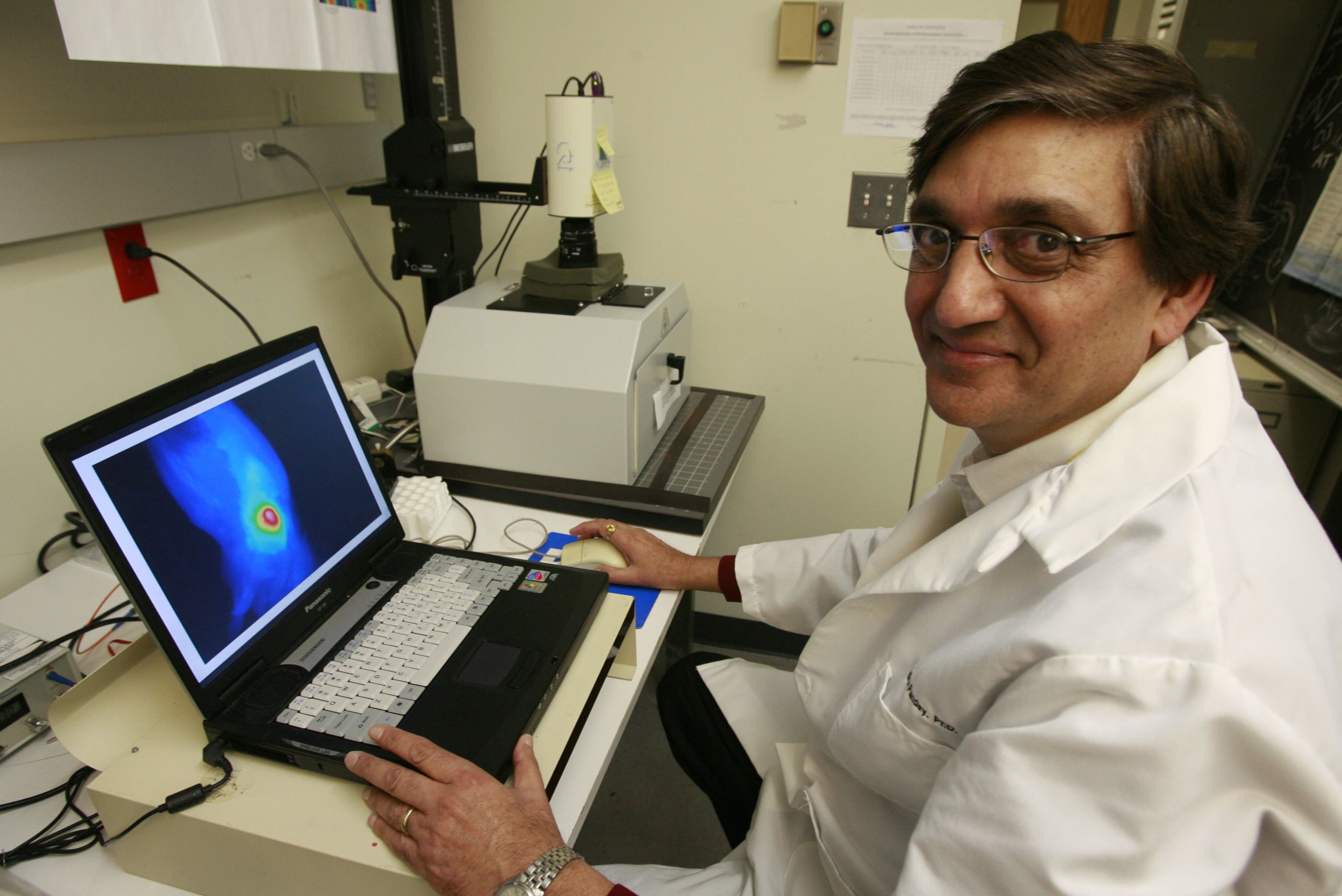 Dr. Ravindra Pandey reasearcher at Roswell Park Cancer institute  works on the fluorescence imaging on samples of tumors  on Thursday , January 21, 2010 .  {Harry Scull Jr/The Buffalo News}