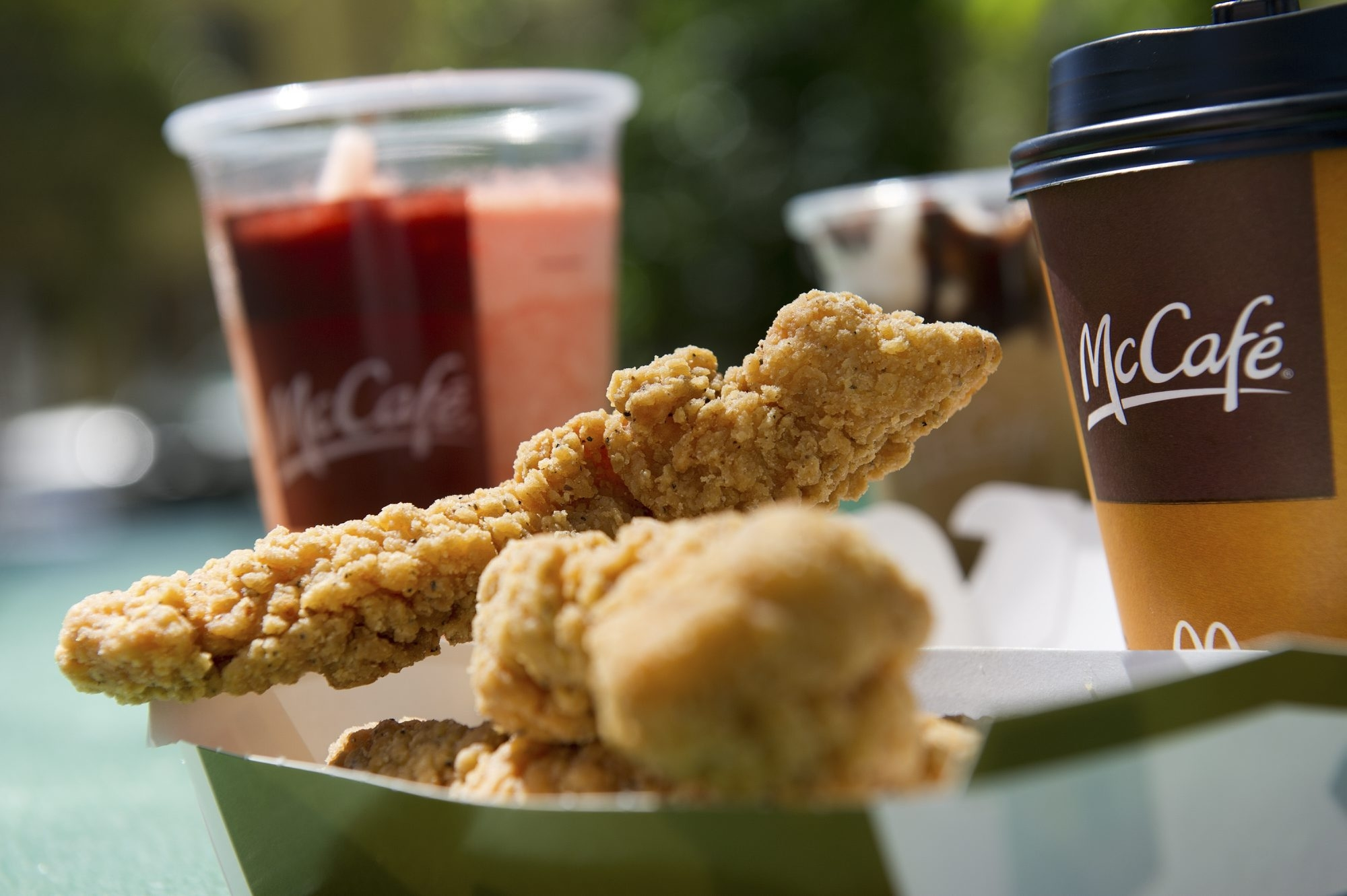 McDonald's, which also will sell low-fat milk and fat-free chocolate milk from cows not treated with an artificial growth hormone, wants to appeal to the health-conscious.