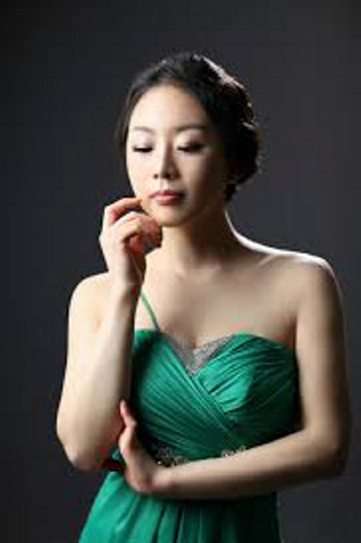 Pianist Yoonie Han performs Chopin's Piano COncerto No. 1 with the BPO.