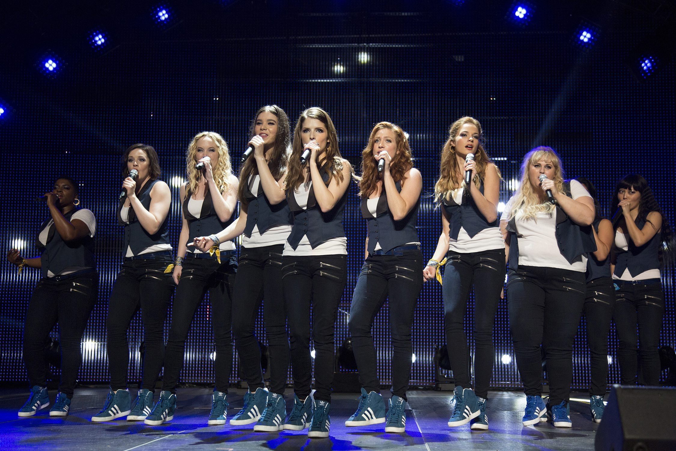 Pitch Perfect 2: (L to R) ESTER DEAN, SHELLEY REGNER, KELLEY JAKLE, HAILEE STEINFELD, ANNA KENDRICK, BRITTANY SNOW, ALEXIS KNAPP, REBEL WILSON, and HANNA MAE LEE