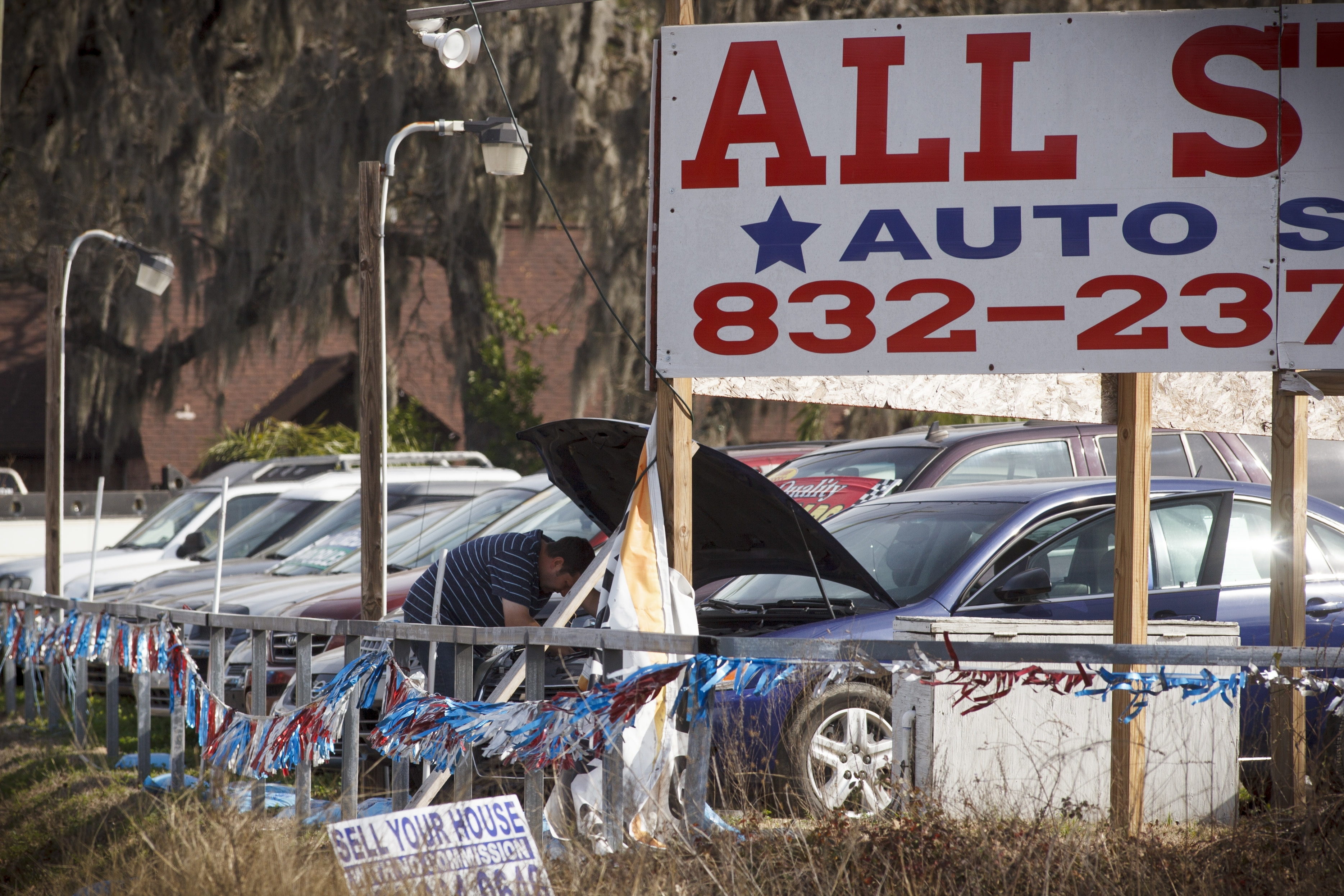 Cars for sale at All Stars Auto Sales, which like all used dealers is not required to repair vehicles recalled for safety defects, in Cypress, Texas, Jan. 30, 2015. A Texas man who died when an airbag sent shrapnel into his neck had purchased the 2002 Honda Accord here, but the dealership did nothing illegal, thanks to the lobbying power of auto dealers and some manufacturers. (Michael Stravato/The New York Times)