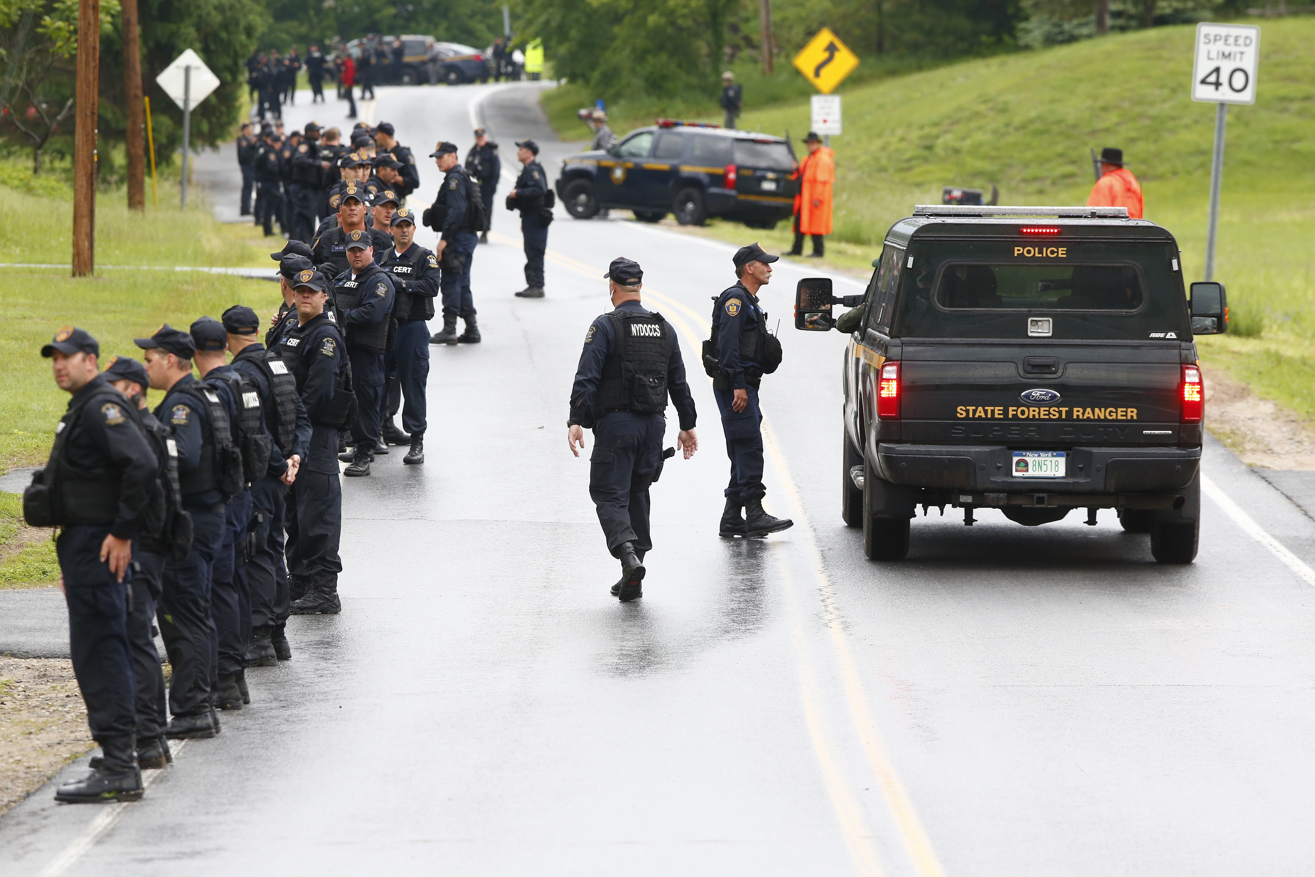 Search for escaped killers focuses on inhospitable woods