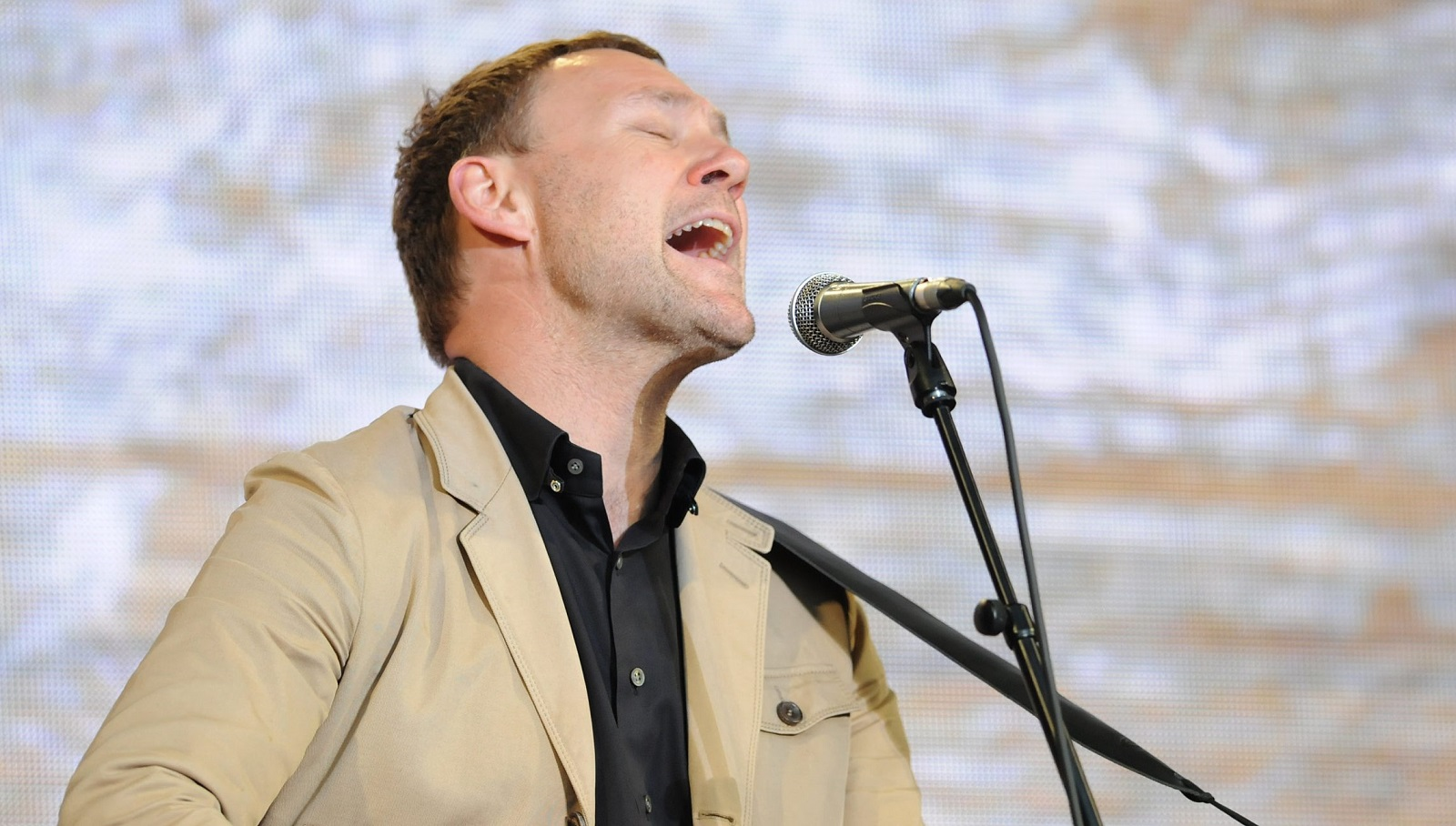 David Gray, pictured, performed on a bill with Amos Lee at Artpark on Saturday. (Getty Images)