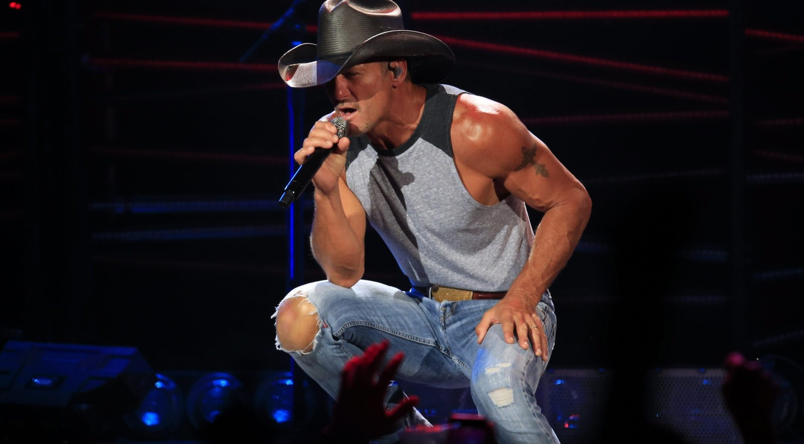 Tim McGraw mastered the small details, and it made a big impact at the Darien Lake Performing Arts Center Thursday night. (Harry Scull Jr./Buffalo News)