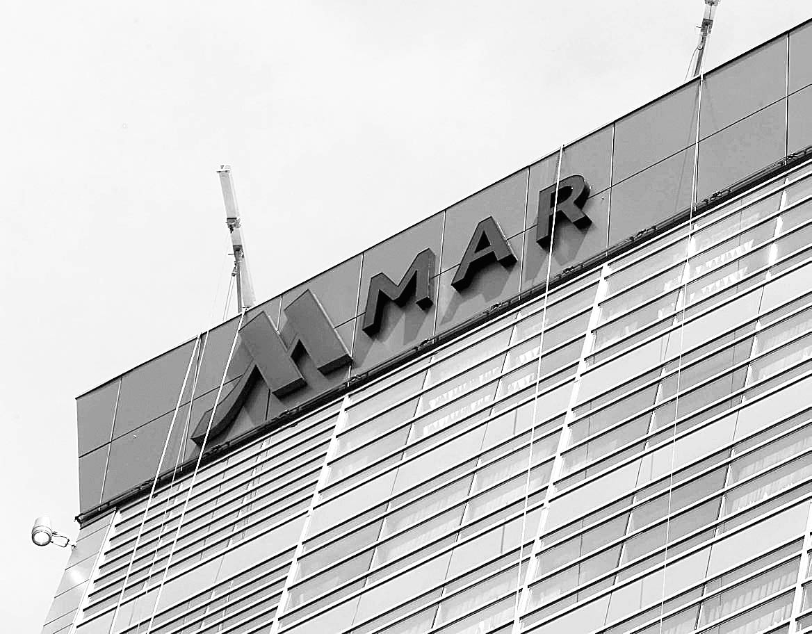 The first letters of the Marriott sign going up on the HarborCenter in Buffalo.