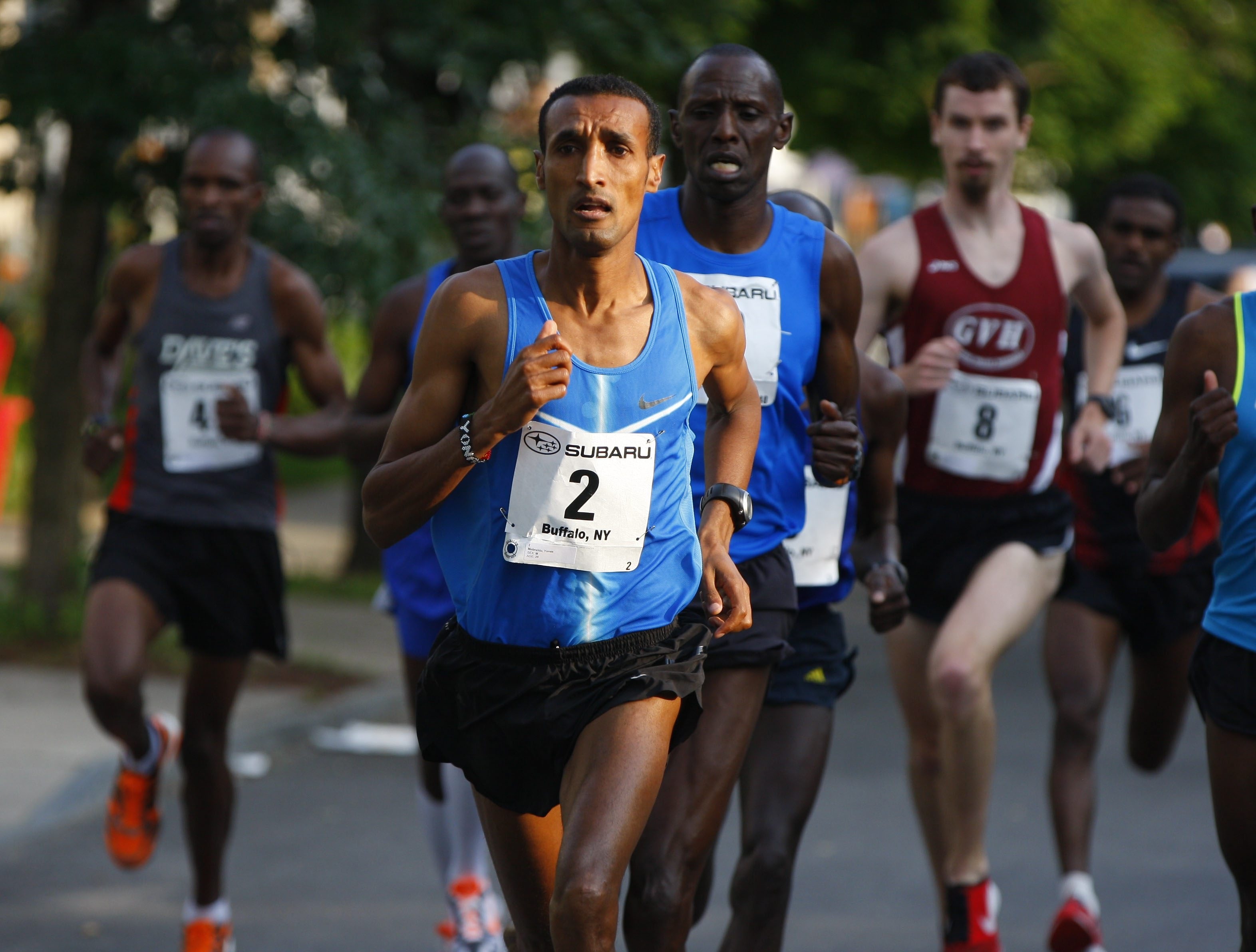 Yonas Mebrahtu of Eritrea will return to defend his title in the Subaru Buffalo 4-Mile Chase on Friday.