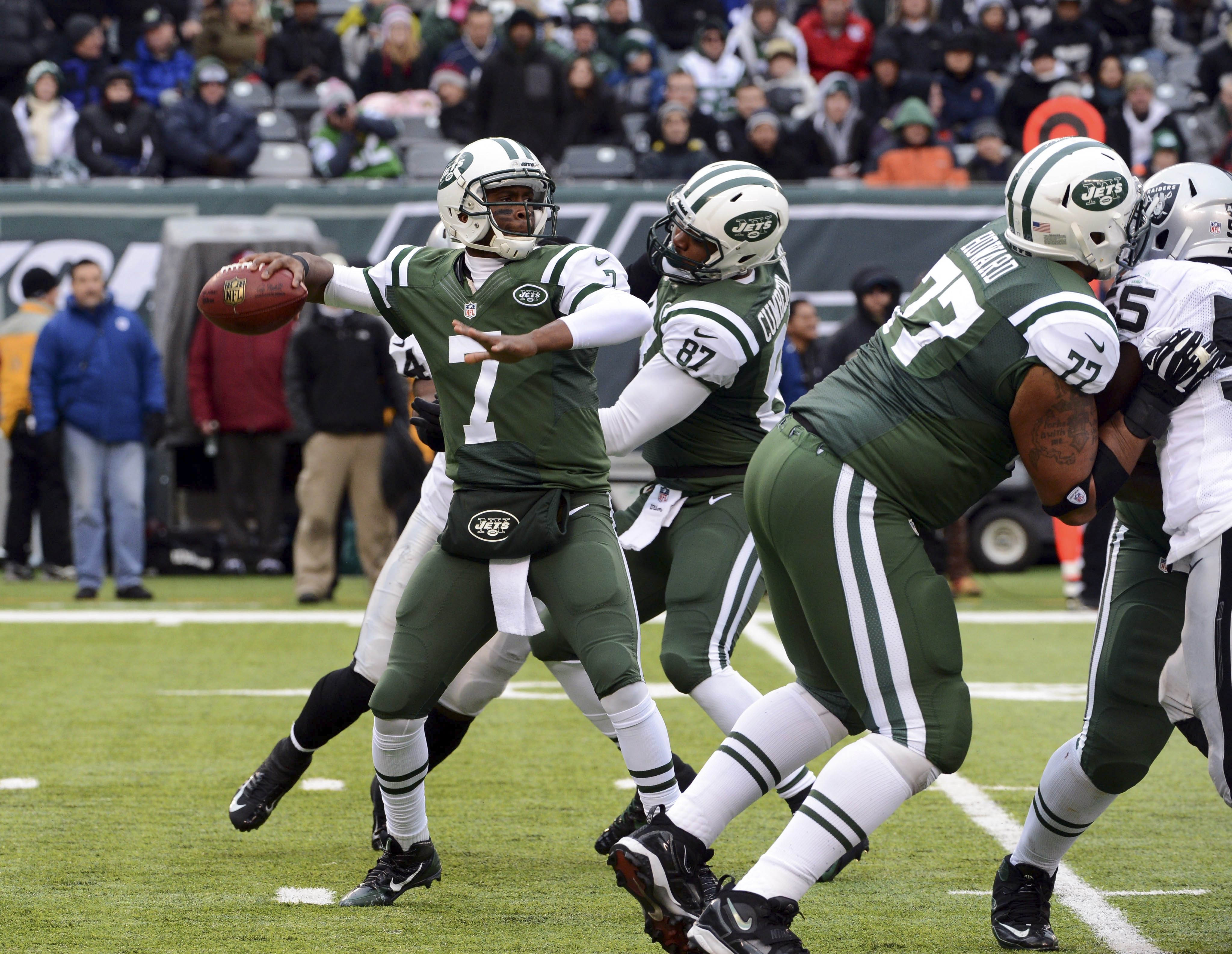 Jets quarterback Geno Smith has taken the initiative by putting together workouts with other skill-position members of the offense.