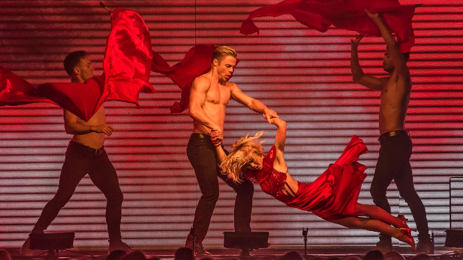'Dancing With the Stars' greats Julianne and Derek Hough entertained at the Seneca Niagara Events Center. (Don Nieman/Special to The News)