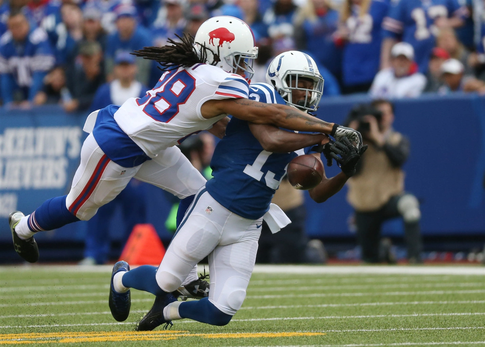 Ronald Darby breaks up a pass in the first quarter. (James P. McCoy/Buffalo News)