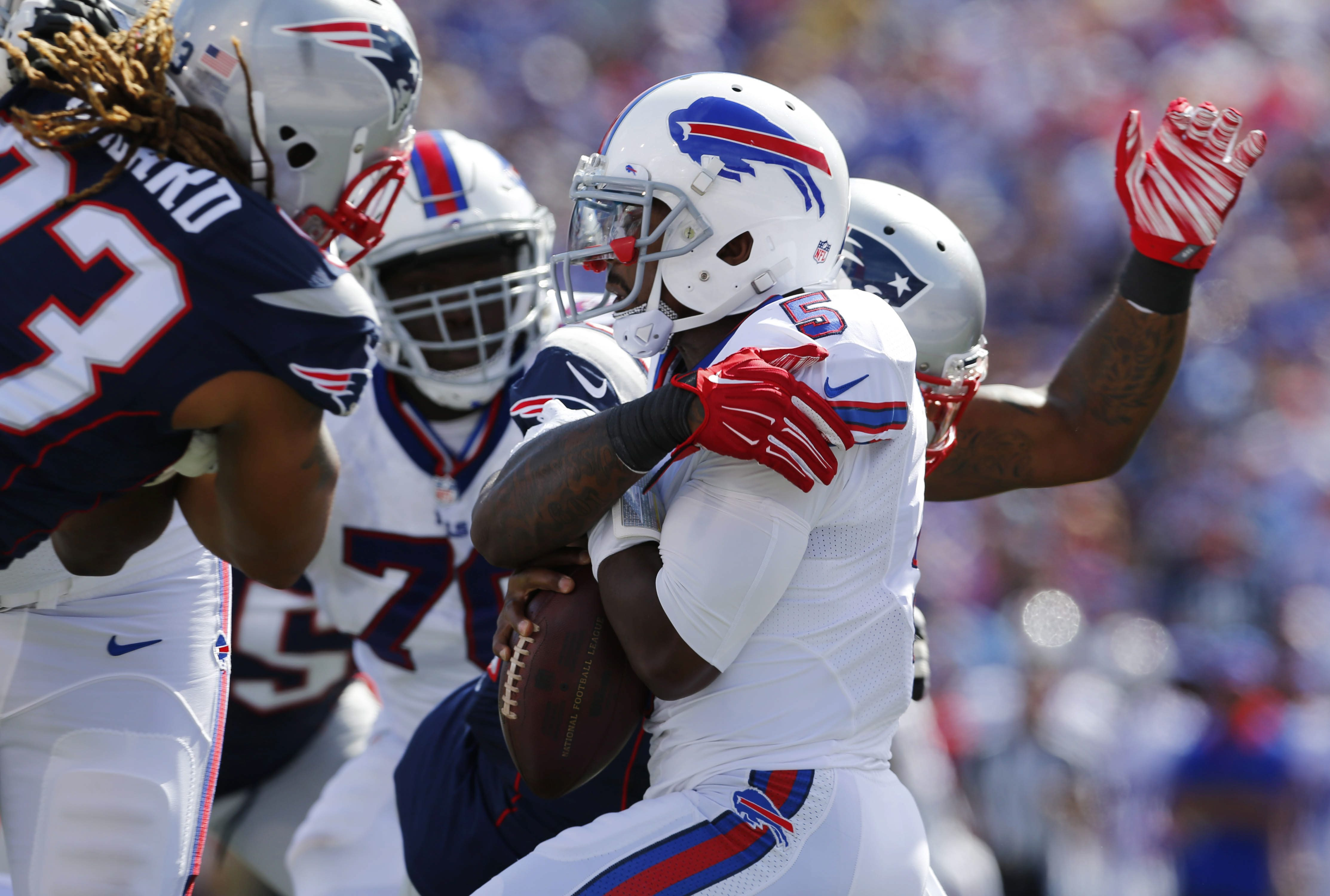 Buffalo Bills quarterback Tyrod Taylor (5) is sacked by New England Patriots linebacker Jamie Collins (91) during the first quarter. (Mark Mulville/Buffalo News)