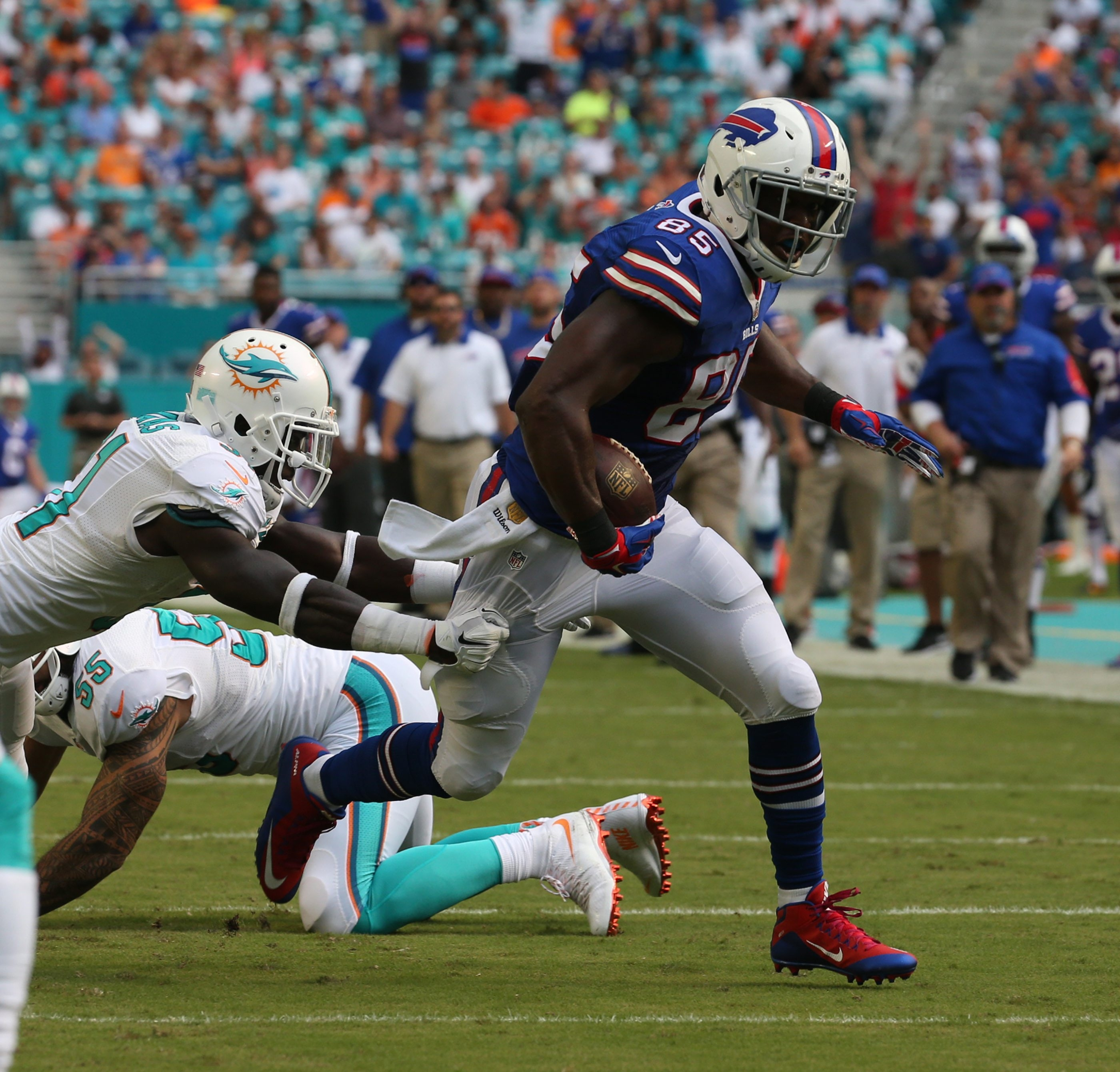 Bills tight end Charles Clay made his presence felt against his former team, scoring Buffalo's first touchdown on a 25-yard catch and run play.