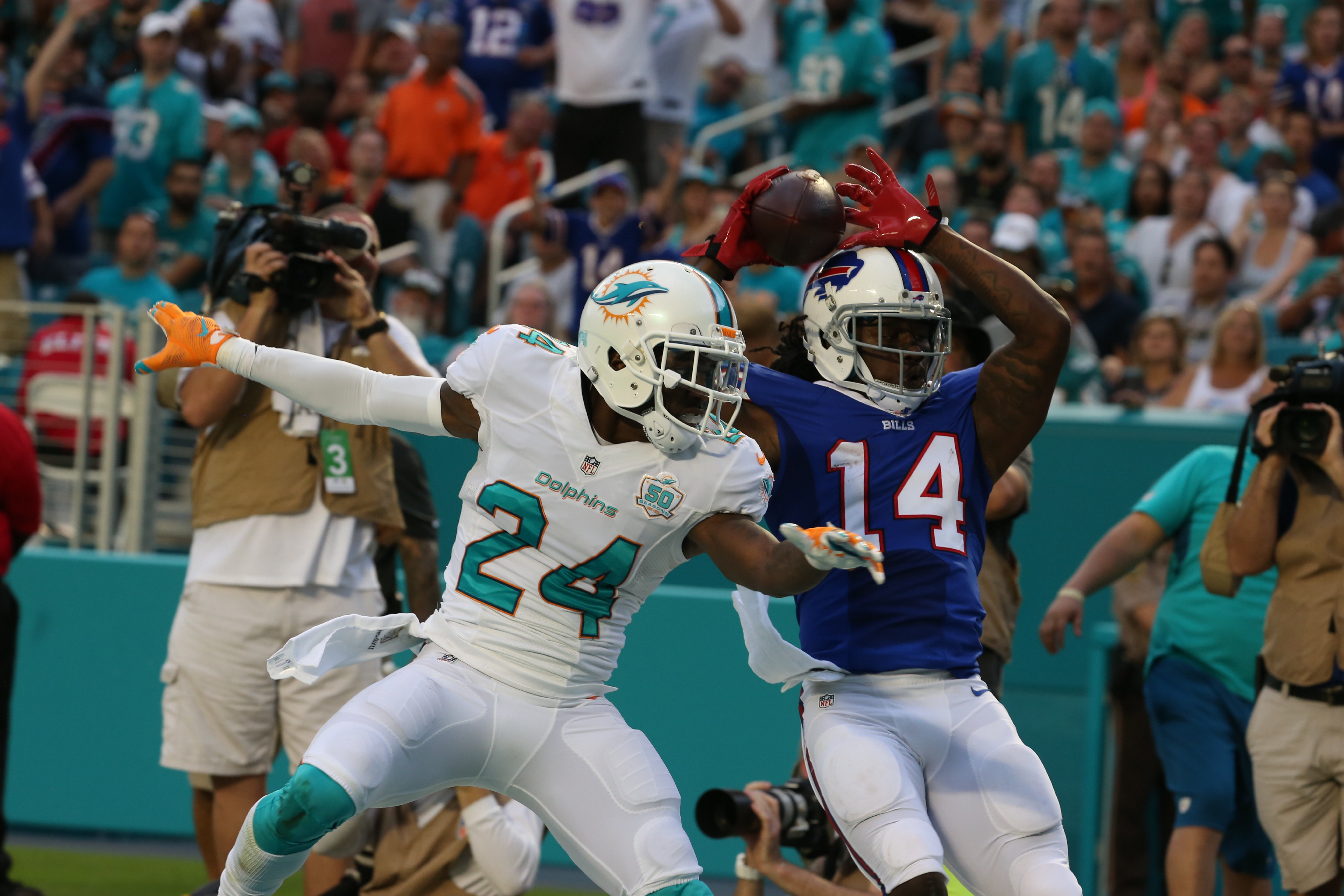 Bills receiver Sammy Watkins strained a calf muscle while making a catch against the Dolphins in Miami on Sunday.