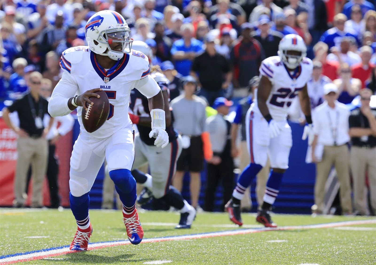 Tyrod Taylor made big plays to help the Bills come back. (Buffalo News)