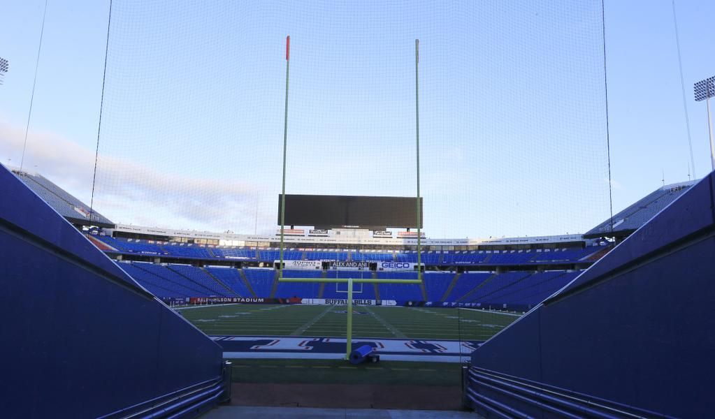 The calm before the clash. (Harry Scull Jr./Buffalo News)