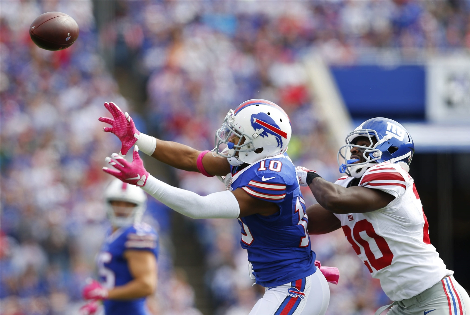 The Bills' Robert Woods can't make a catch while defended by the Giants' Price Amukamara. (Mark Mulville/The Buffalo News)