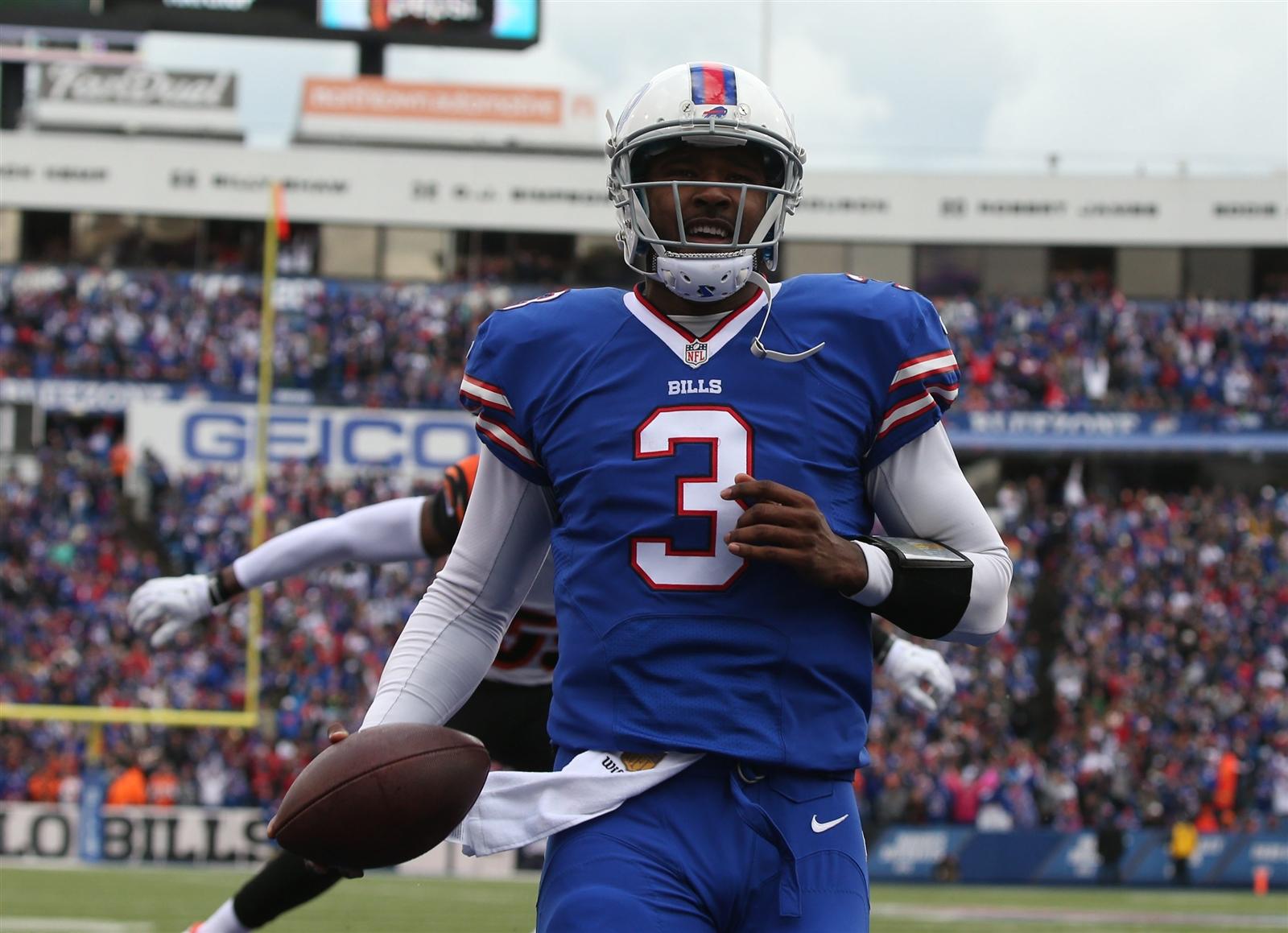 EJ Manuel scores a first-quarter touchdown. (James P. McCoy/Buffalo News)