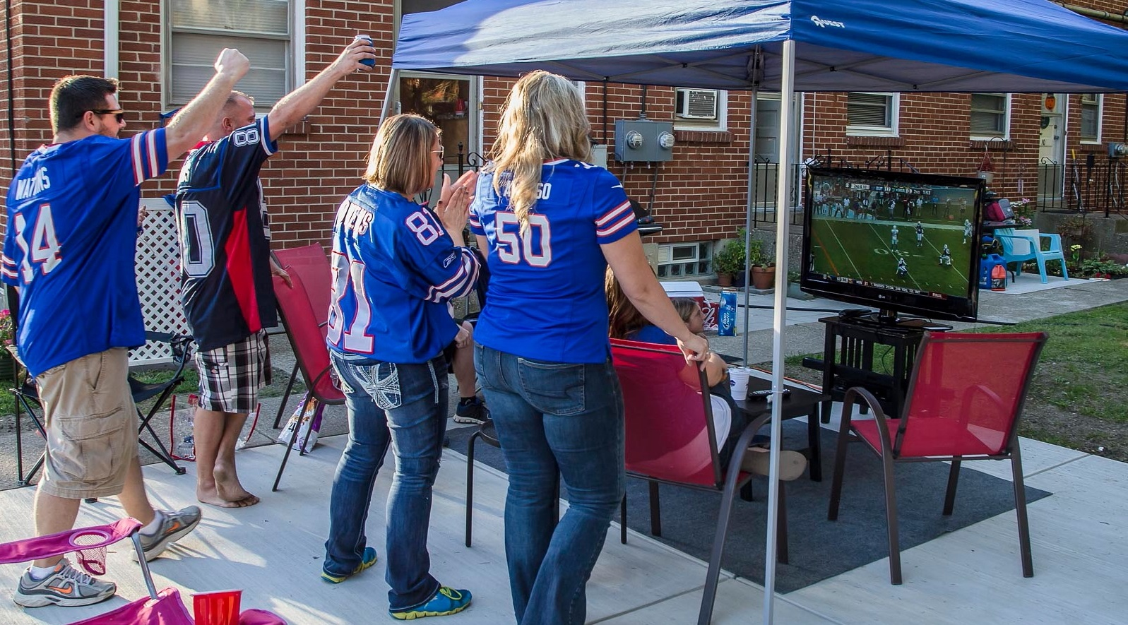 Bills fans watch the game on TV outside on North Davis Road. (Don Nieman/Special to The News)