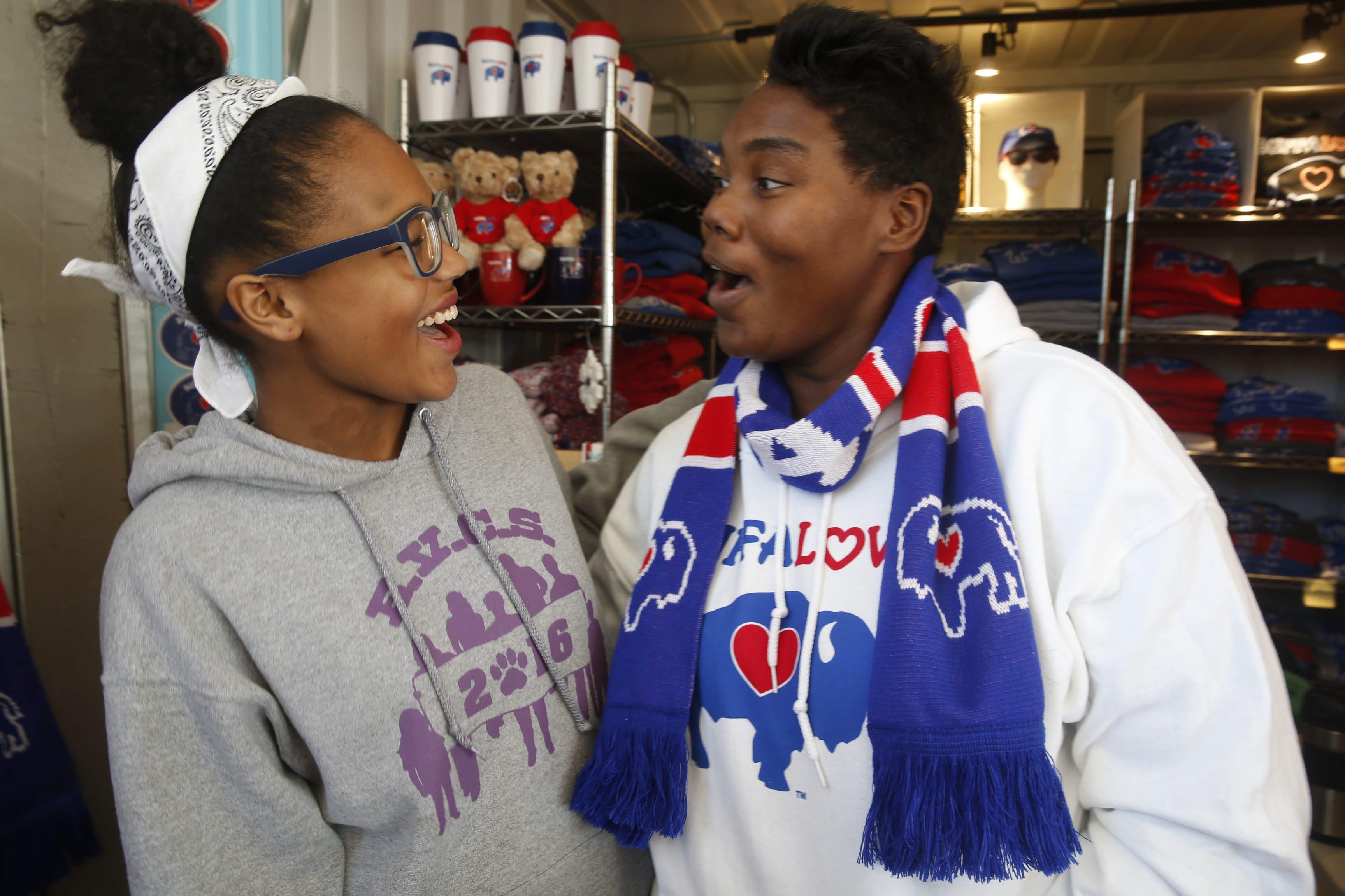 Tkai Smith, 13, and her mom Thais Smith, right, at CanalSide for Tech gadget shopping story. Sunday, Nov. 29, 2015. (Robert Kirkham/Buffalo News)