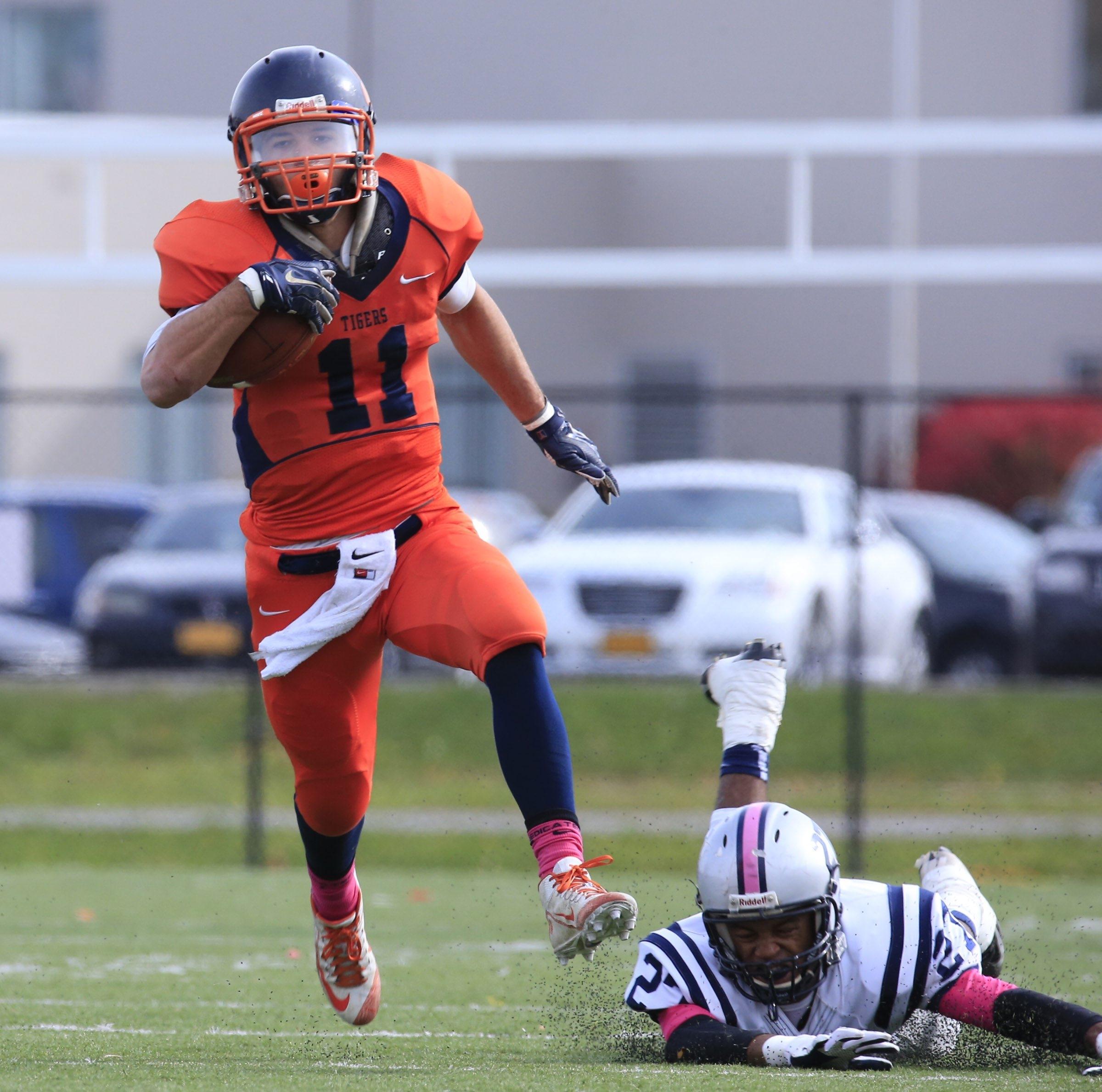 Bennett's Isaiah McDuffie runs for a touchdown Saturday against Lackawanna at All High Stadium. Bennett won, 56-7.