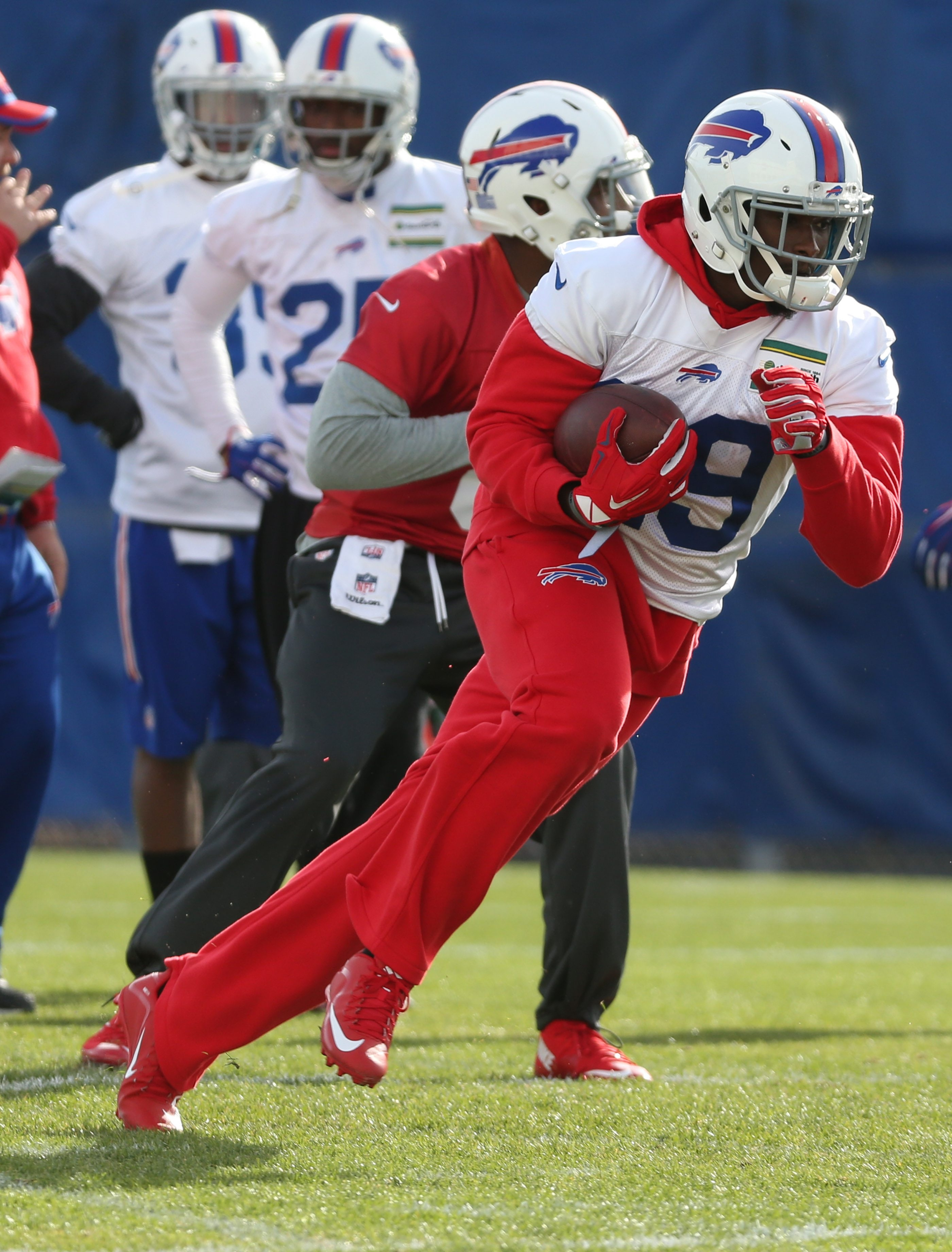 Buffalo Bills running back Karlos Williams (29) runs a route in practice on Tuesday.