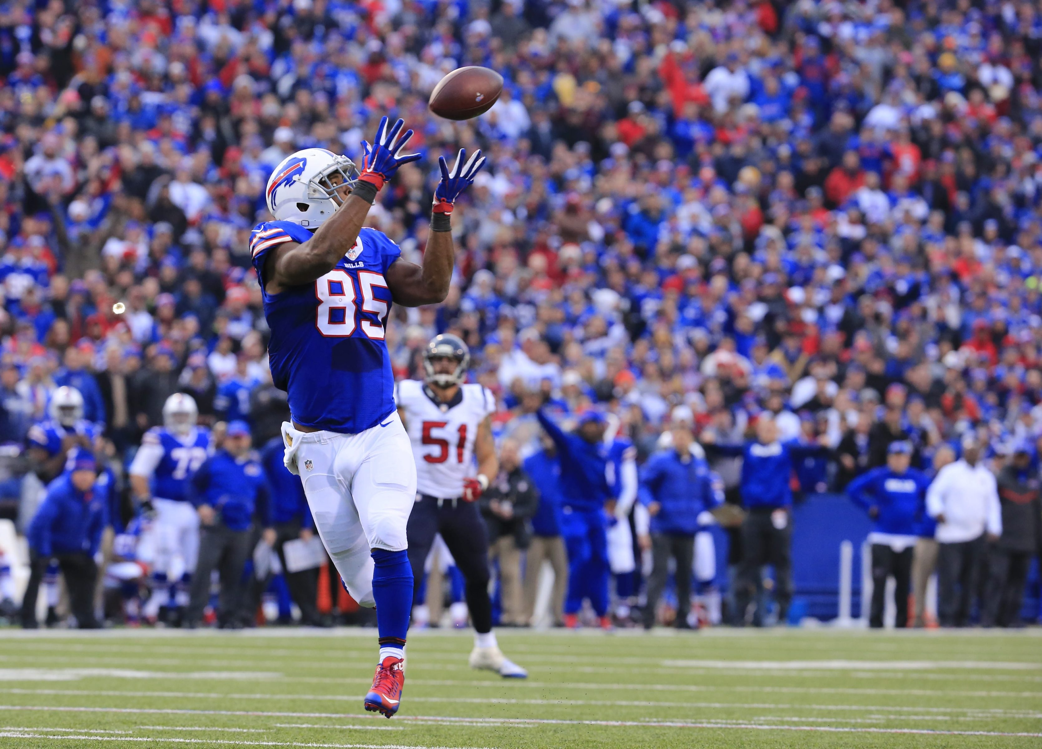 Coverage confusion on the Houston defense leaves Bills tight end Charles Clay wide open for a 40-yard touchdown reception with under 2 minutes to play in the game.
