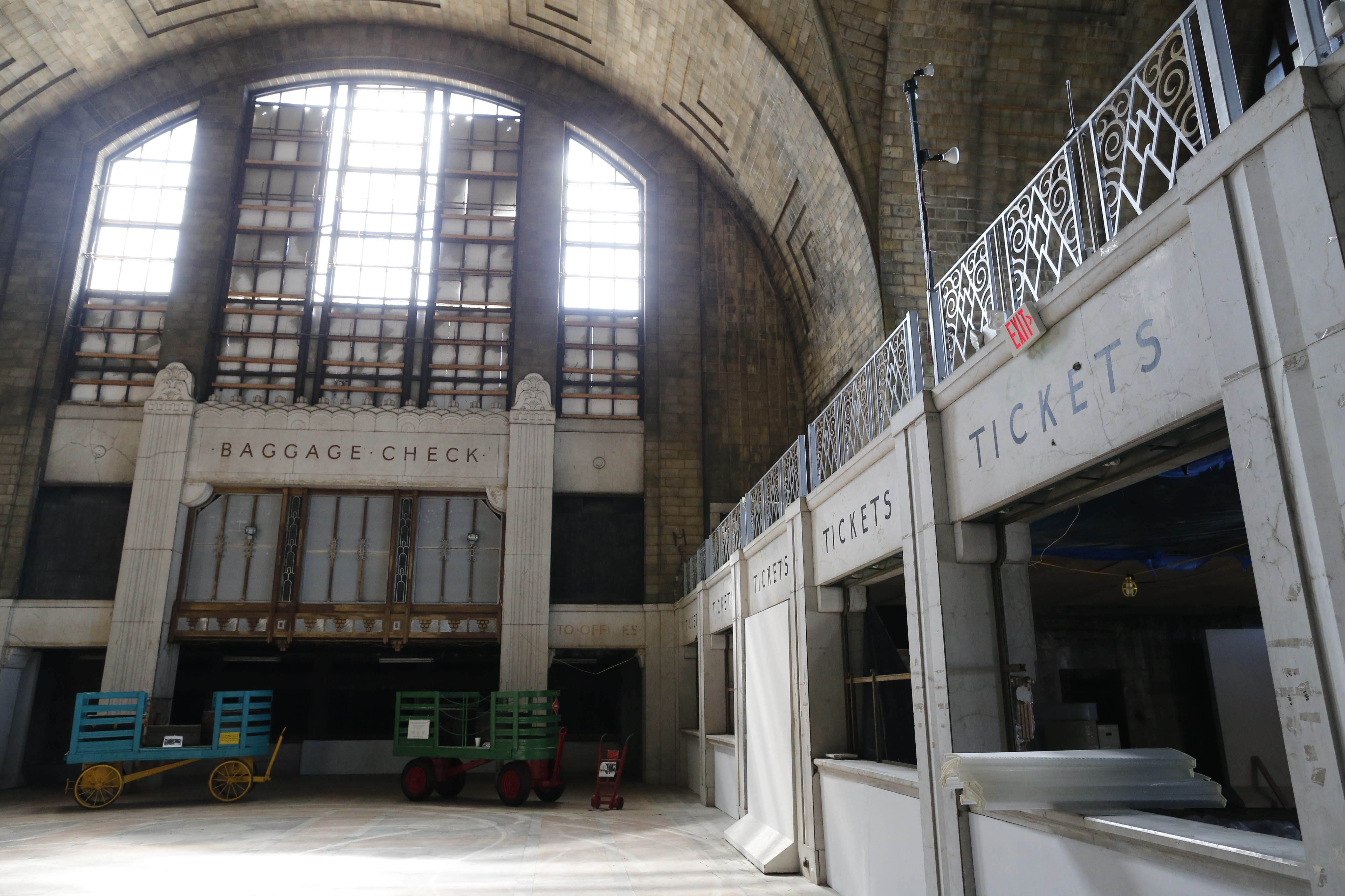 A Canadian developer has signed a six-month letter of intent to redevelop the Buffalo Central Terminal. The developer is contemplating residences in the 16-story tower building, and a mix of commercial, office, entertainment and dining in the rest of the complex.