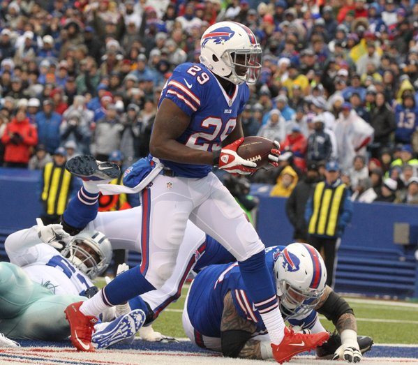 Karlos Williams rushes for an early touchdown. (James P. McCoy/Buffalo News)