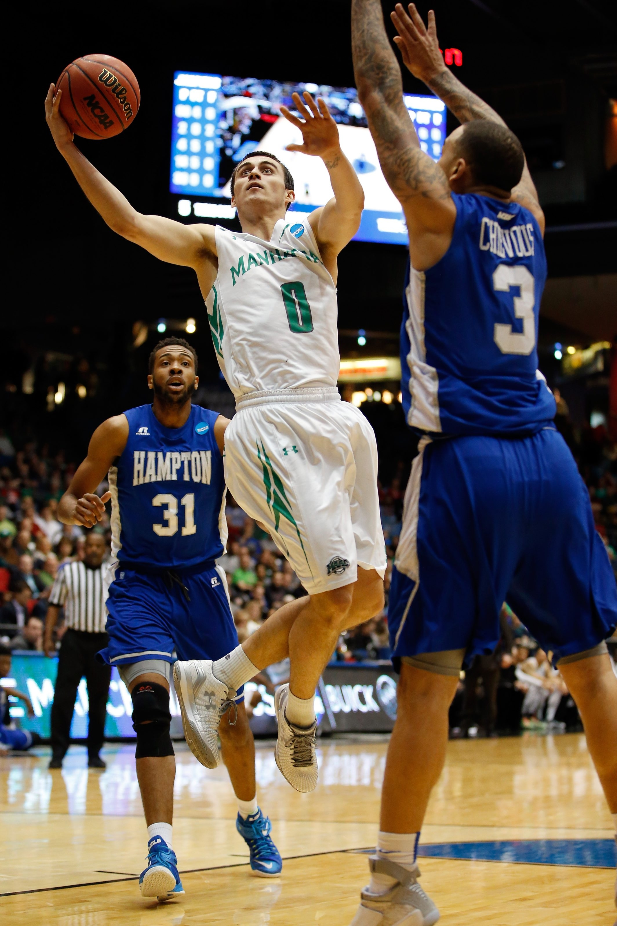 Manhattan's Shane Richards, playing against Hampton last March, ranks fourth in the MAAC in scoring, averaging 17.8 points per game. The Jaspers play at Canisius on Thursday and at Niagara on Saturday.