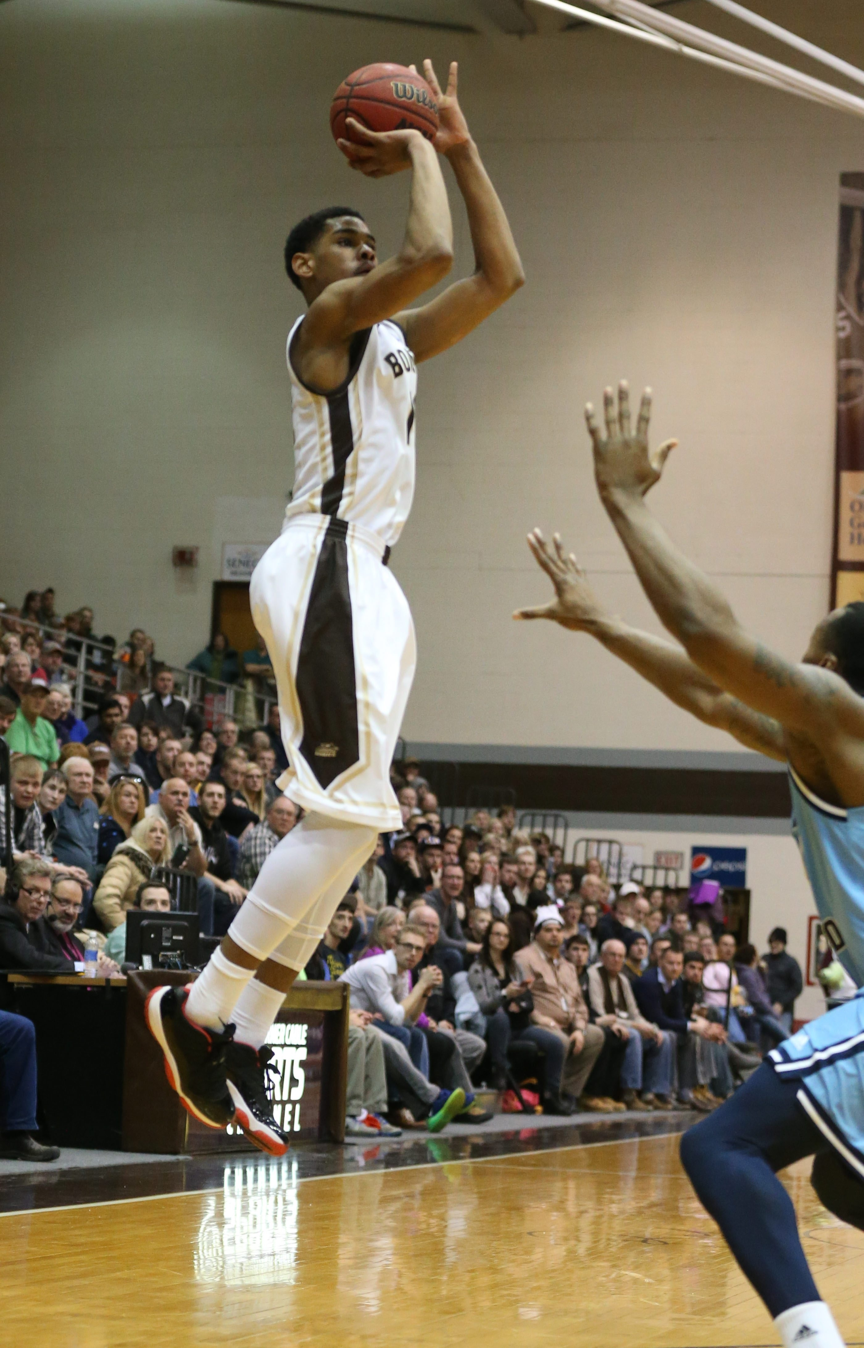 St. Bonaventure's Denzel Gregg hits a three-point shot with 1:35 left in the second half, giving the Bonnies the lead for good against Rhode Island.