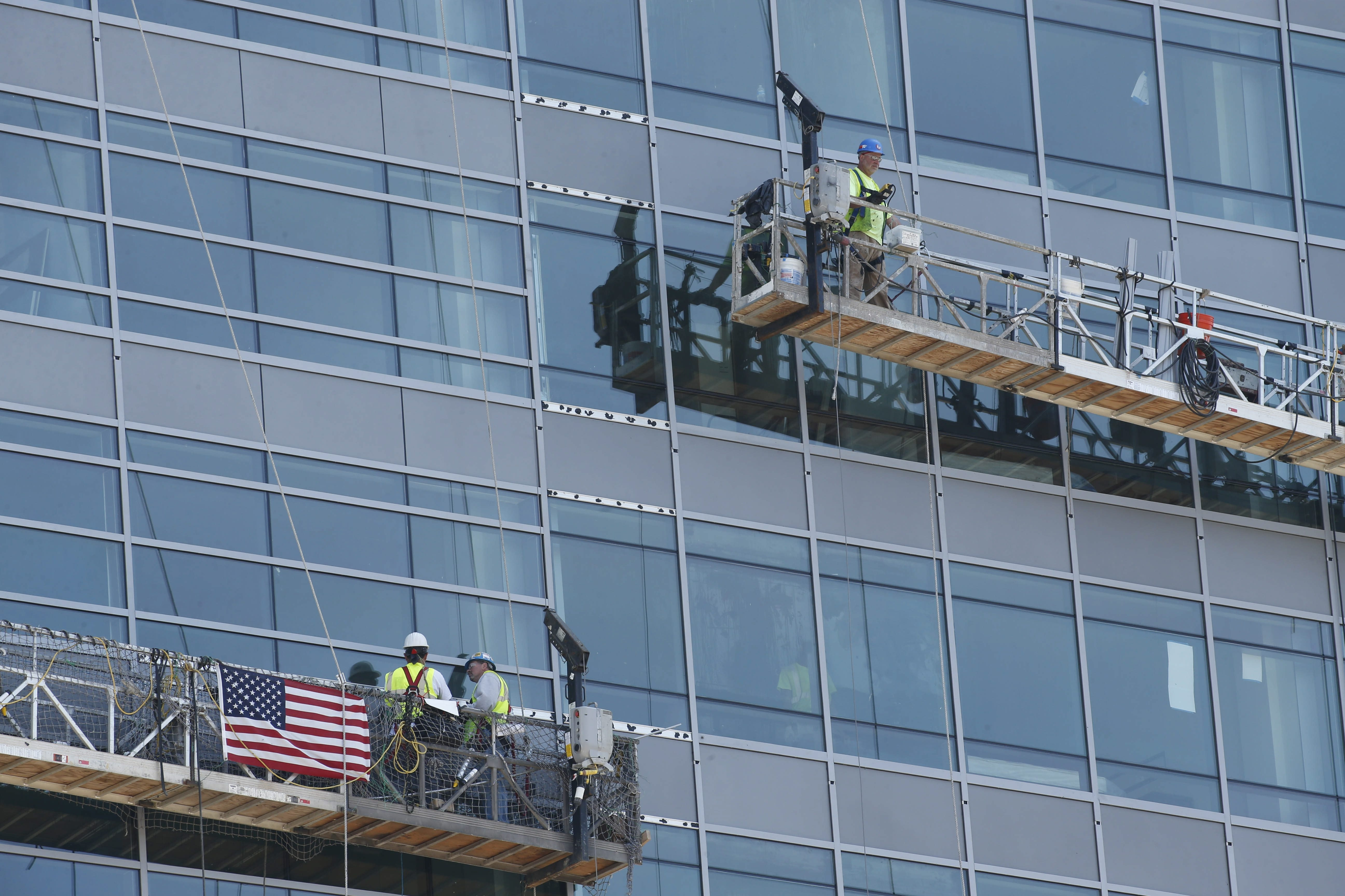 "Construction crews in lifts such as those operating on the exterior of  the HarborCenter tower last June are the types of workers covered by state's Scaffold Law, which is a subject of renewed debate amid long-standing tensions between unions and builders.  The safety group said OSHA inspectors found a violation in 83 percent of their area construction inspections, and 82 percent of the violations were classified as ""serious."""