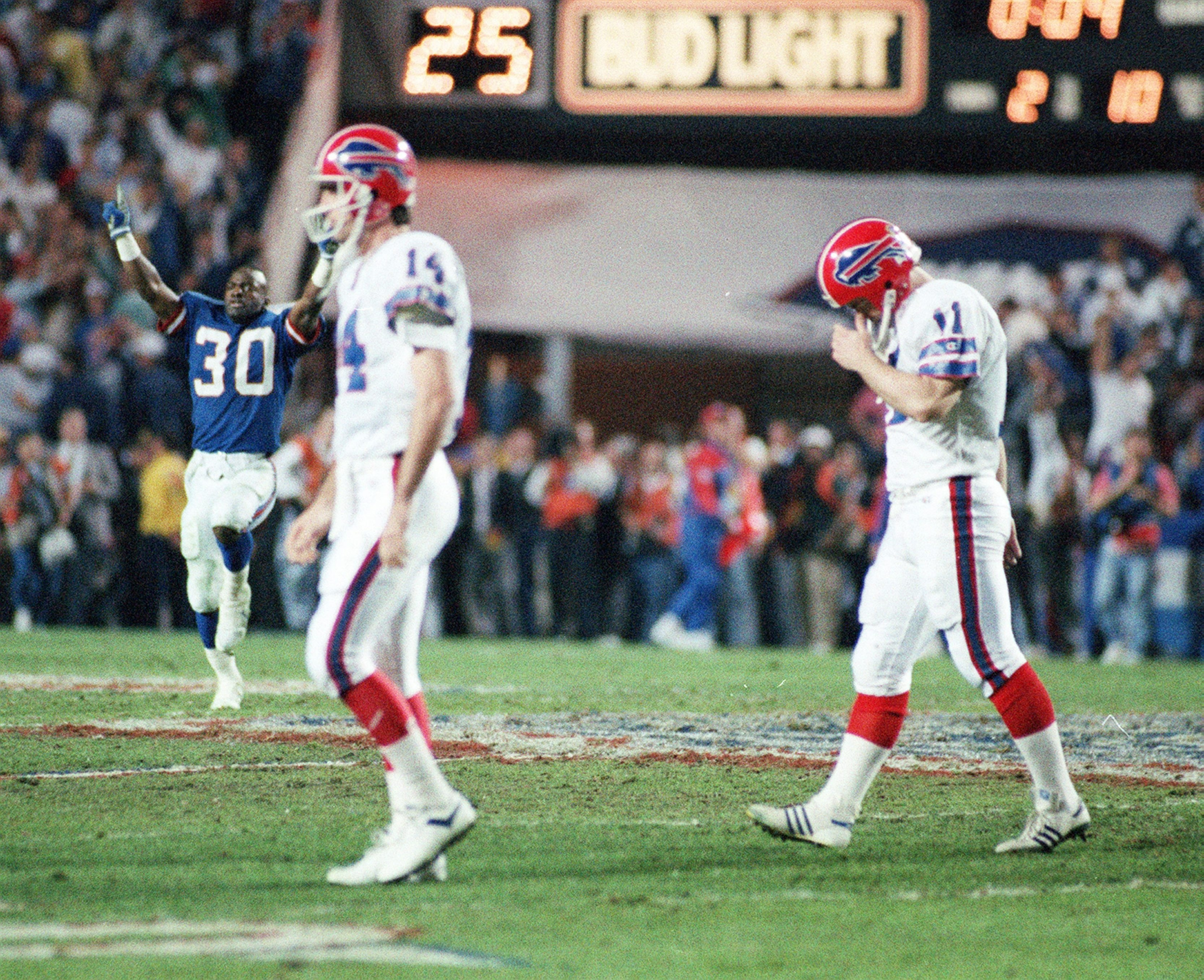 Frank Reich and Scott Norwood react after missing a 47-yard field goal in Super Bowl XXV to lose 20-19 to the New York Giants. (James P. McCoy/Buffalo News file photo)