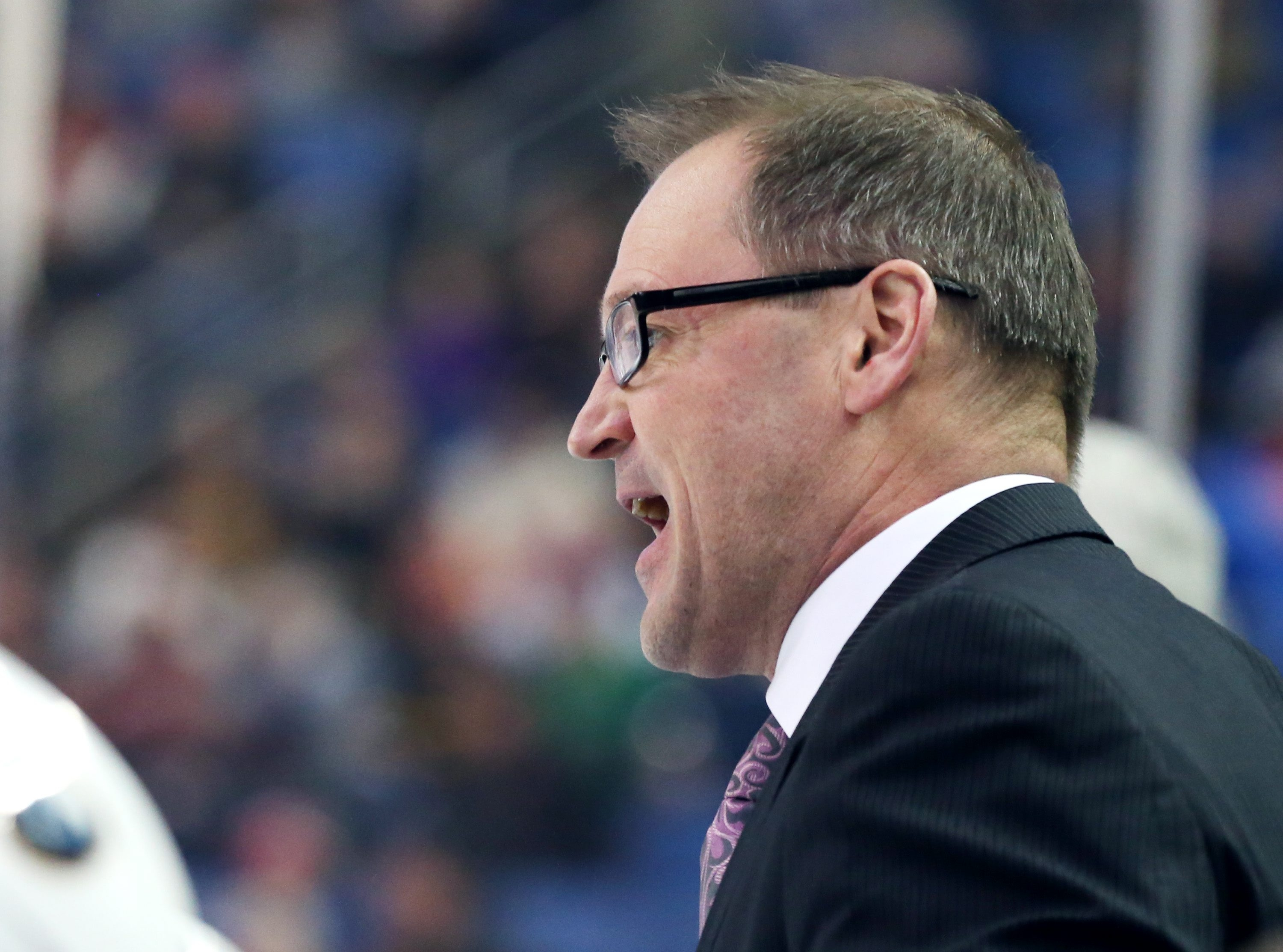 Buffalo Sabres head coach Dan Bylsma gels at his players  in the first period at First Niagara Center in Buffalo, NY on Friday, Jan. 22, 2016.  (James P. McCoy/ Buffalo News)