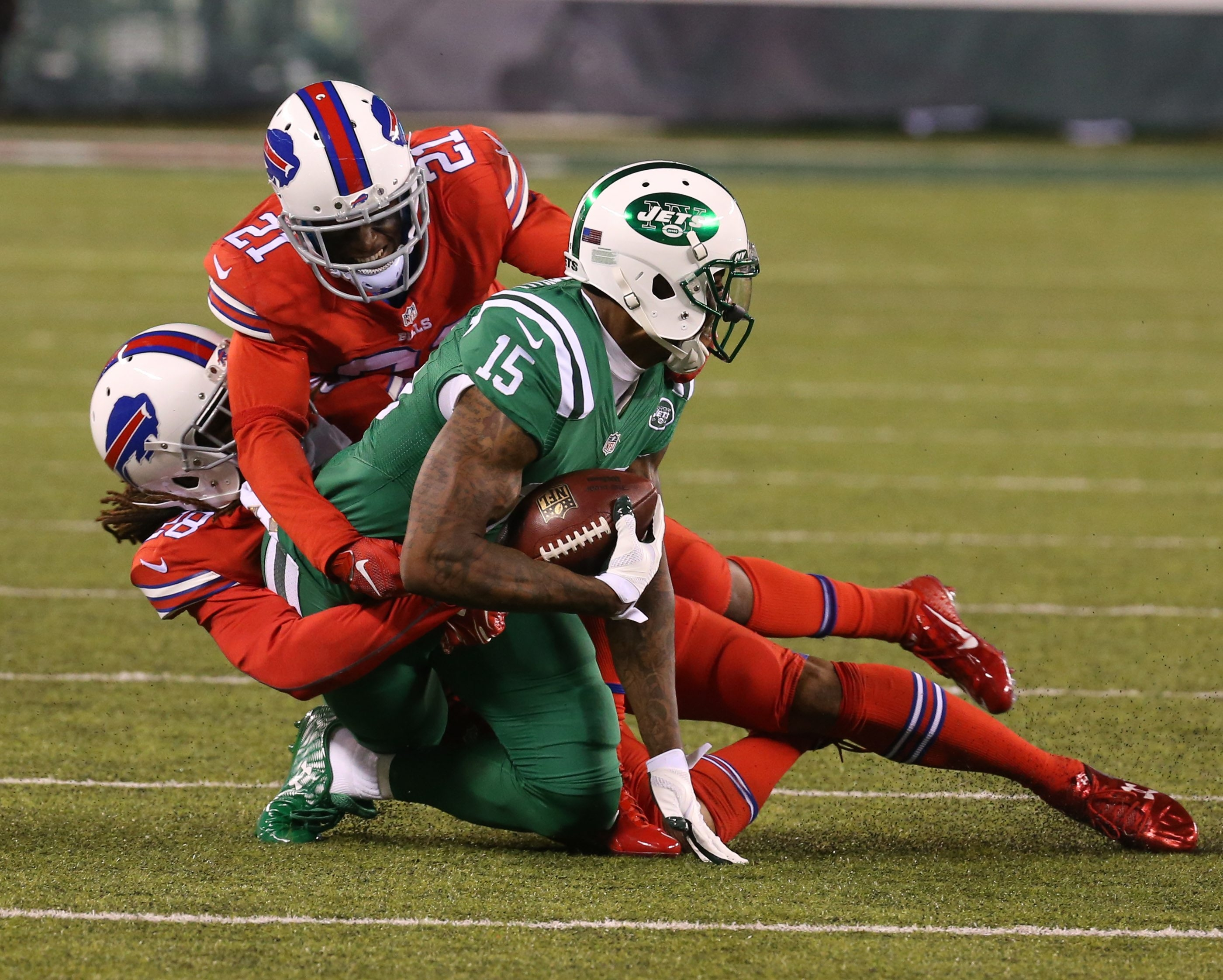 Bills cornerbacks Leodis McKelvin (21) and Ronald Darby bring down Jets receiver Brandon Marshall in their first meeting on Nov. 12. With Stephon Gilmore injured, McKelvin and Darby will start Sunday.