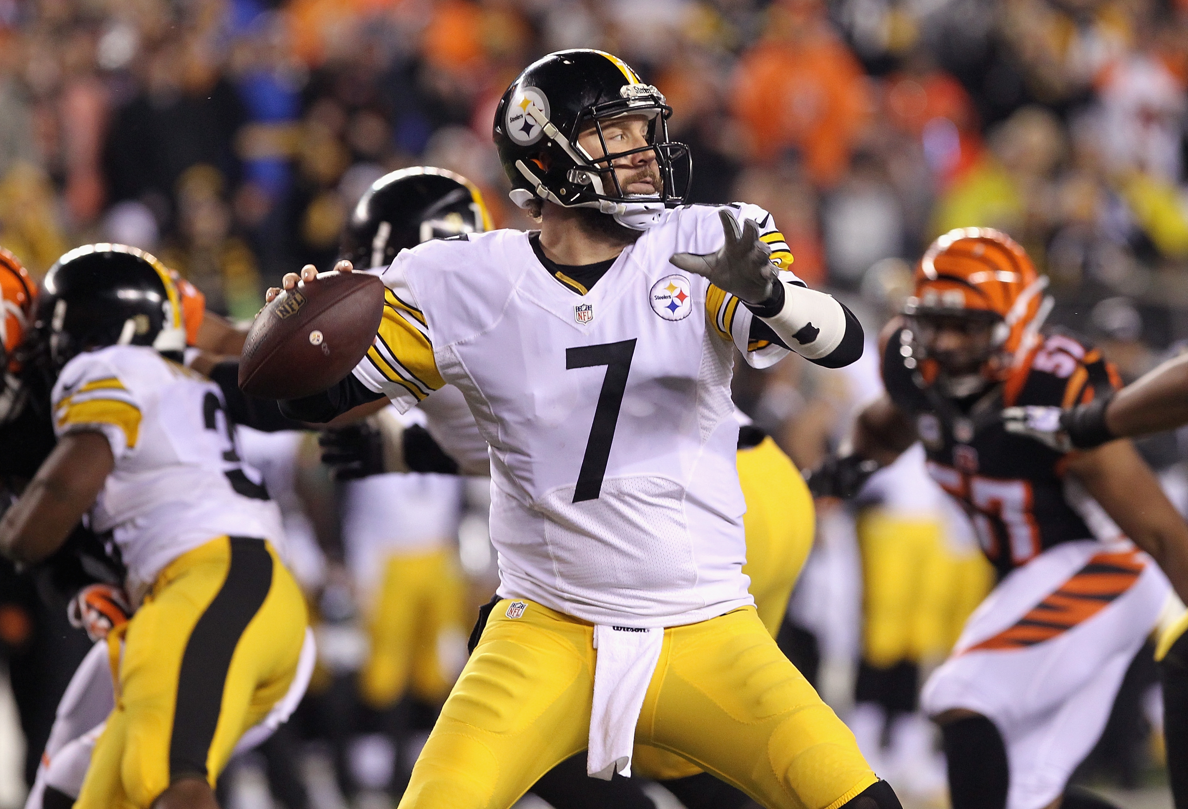 CINCINNATI, OH - JANUARY 09:  Ben Roethlisberger #7 of the Pittsburgh Steelers looks to pass in the first half against the Cincinnati Bengals during the AFC Wild Card Playoff game at Paul Brown Stadium on January 9, 2016 in Cincinnati, Ohio.  (Photo by Dylan Buell/Getty Images)