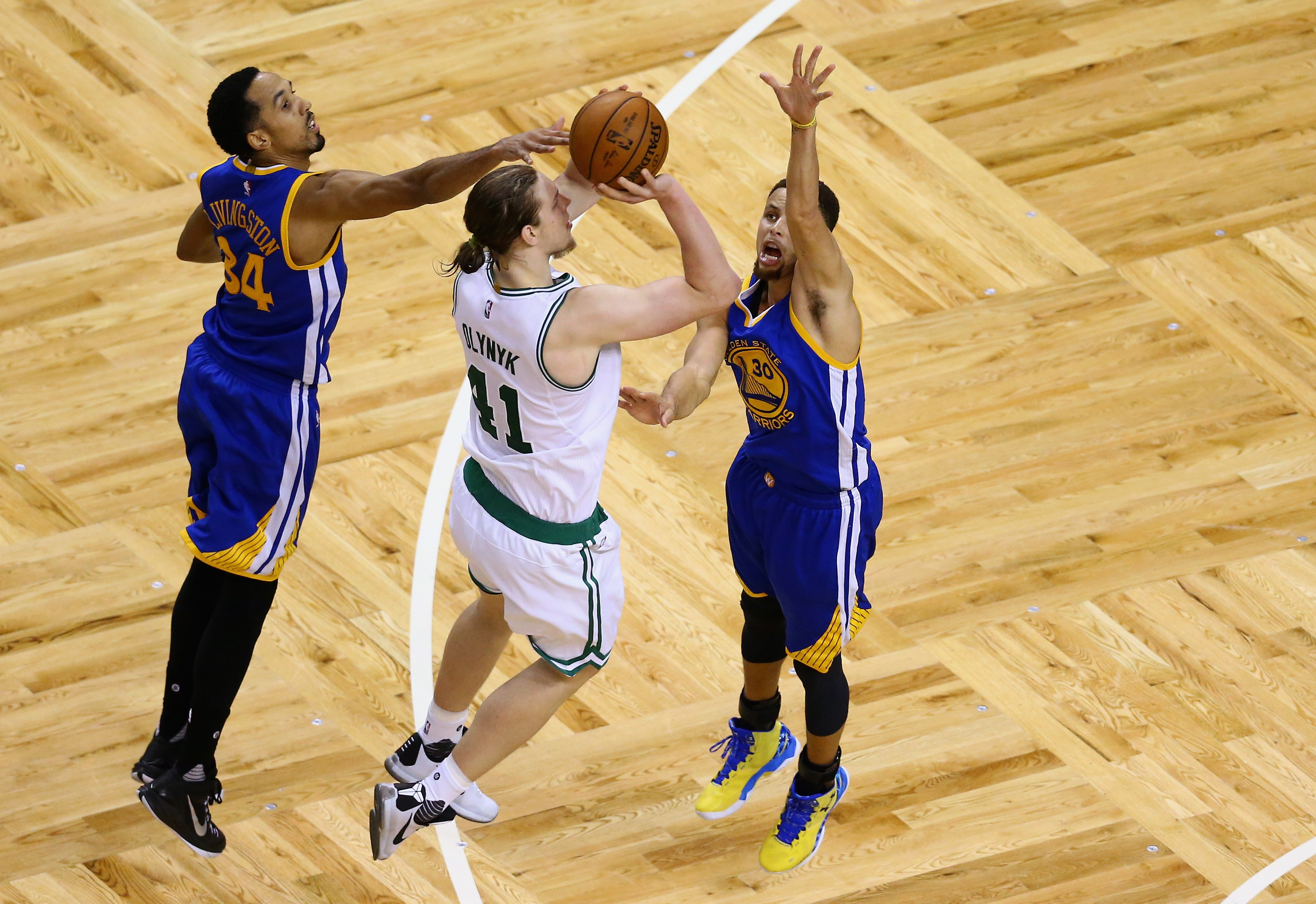 The Warriors play great defense, as Shaun Livingston (left) and Stephen Curry did this season against Boston's Kelly Olynyk. (Getty Images)