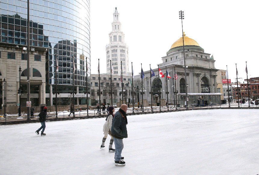 Upside of a 50-degree Sunday? No toque. Downside? There ice could get soupy.  (Sharon Cantillon/Buffalo News)