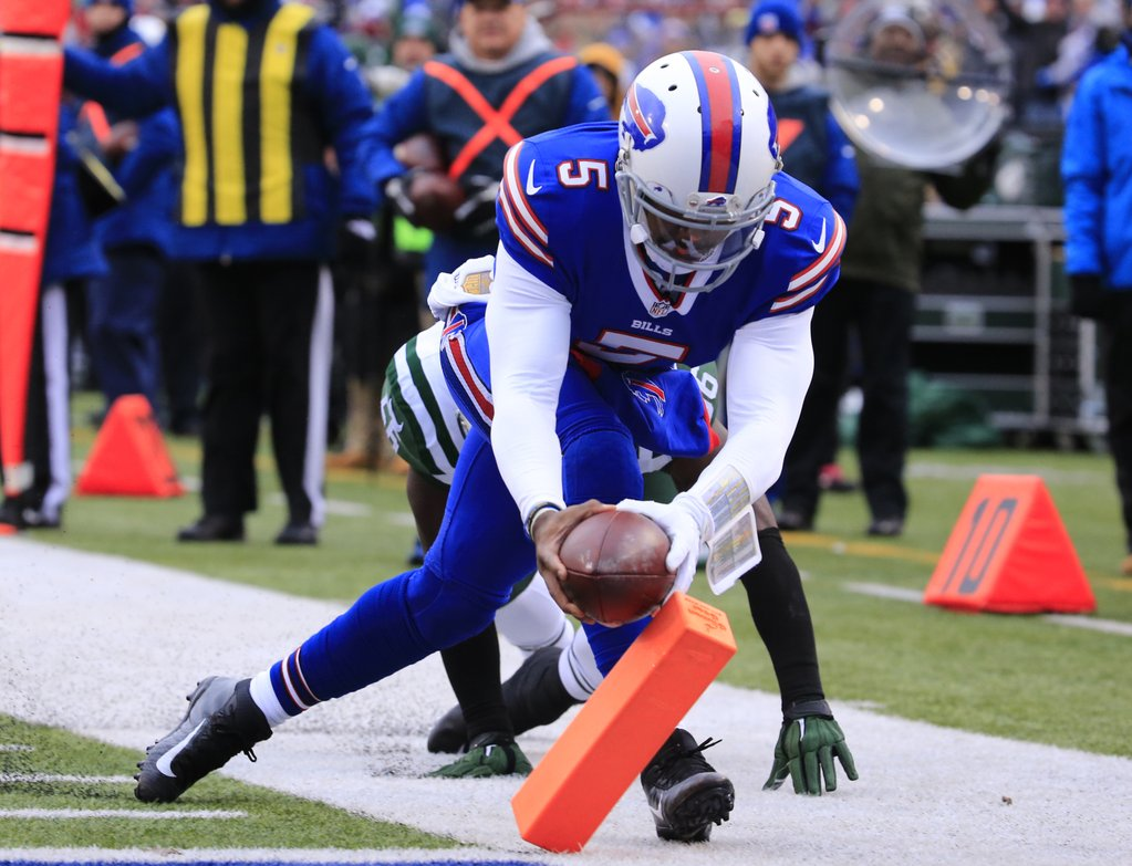 Tyrod Taylor hits the pylon for a first-quarter touchdown. (Harry Scull Jr./Buffalo News)